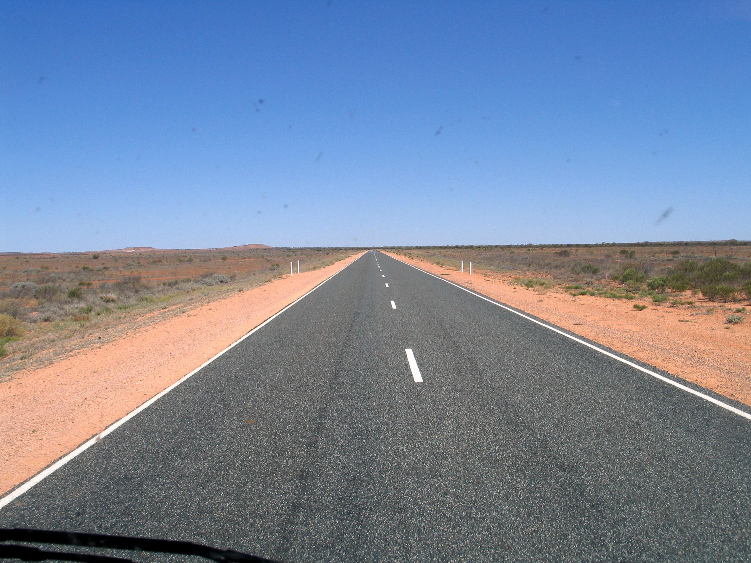 По магистралата Stuart_Highway,_Australia