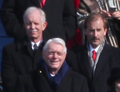"//upload.wikimedia.org/wikipedia/commons/4/44/Sullenberger_and_Skiles_at_inauguration.jpg"" cannot be displayed, because it contains errors."