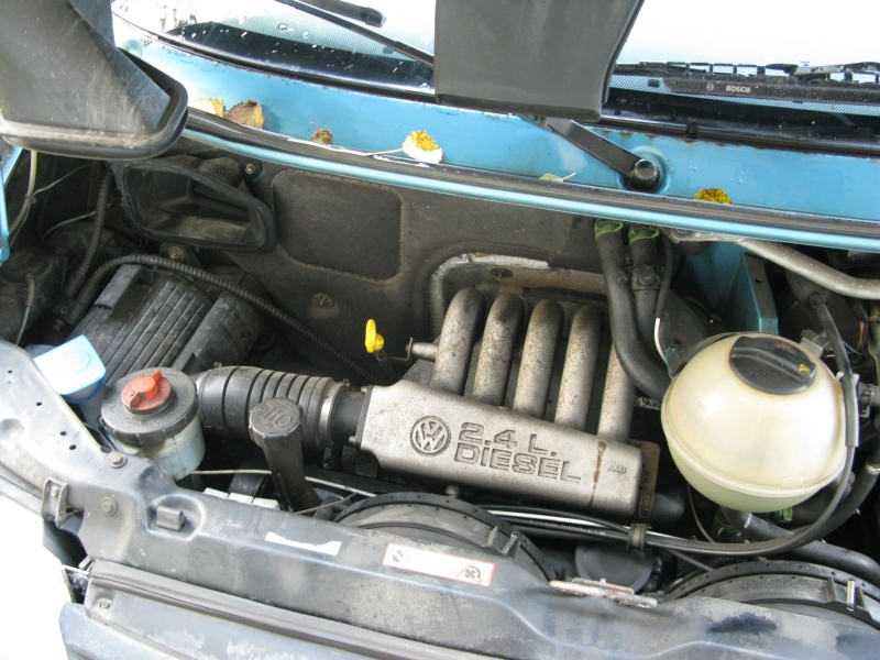 File:T4 2.4 Diesel engine.jpg