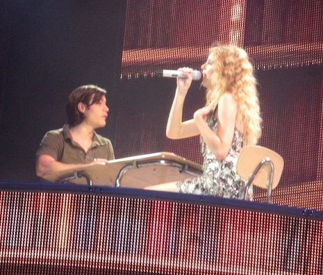 Taylor Swift 2010 Tour on File Taylor Swift   Fearless Tour   Foxboro 07 Jpg   Wikipedia  The