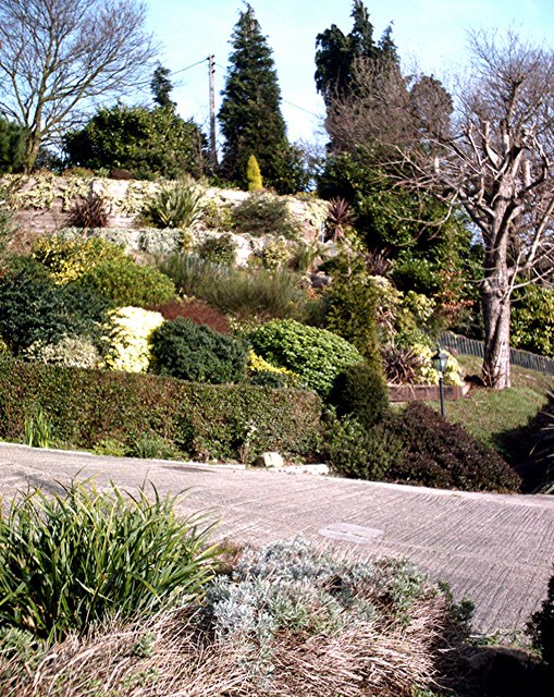 File terraced garden vicarage hill benfleet geograph for Terrace landscape