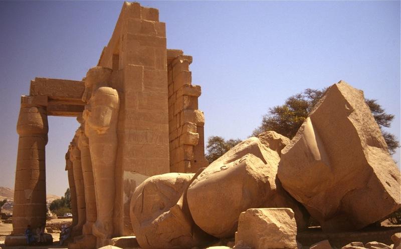 """File:The """"Ozymandias Collossus"""", Ramesseum, Luxor, Egypt.jpg"""