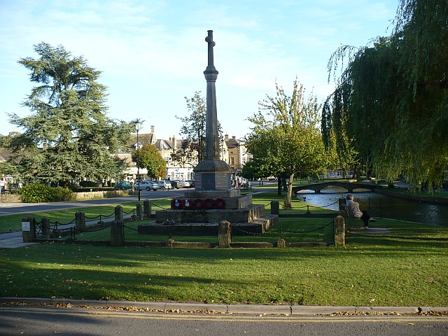 War Memorial, Bourton-on-the-Water - geograph.org.uk - 996626