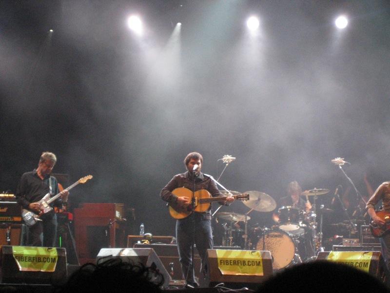 Wilco interpretando temas de Sky Blue Sky en el Festival Internacional de Benicàssim el 20 de julio de 2007.