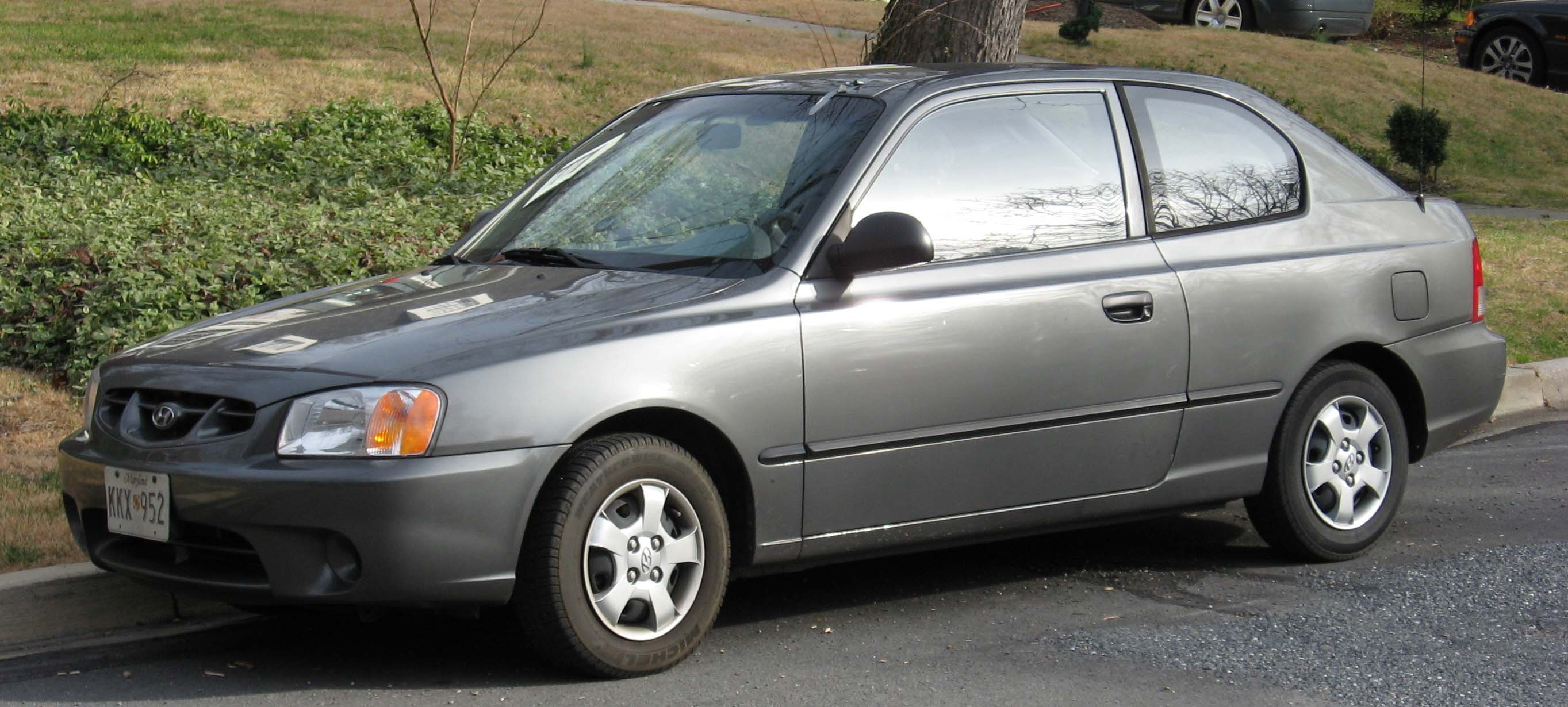 File:00-02 Hyundai Accent hatch 1.jpg - Wikimedia Commons