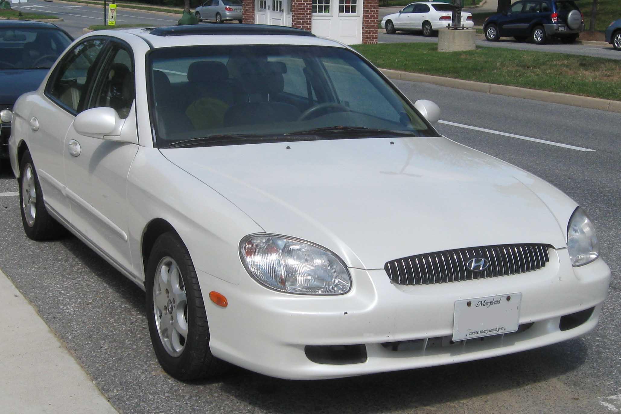File:2001 Hyundai Sonata