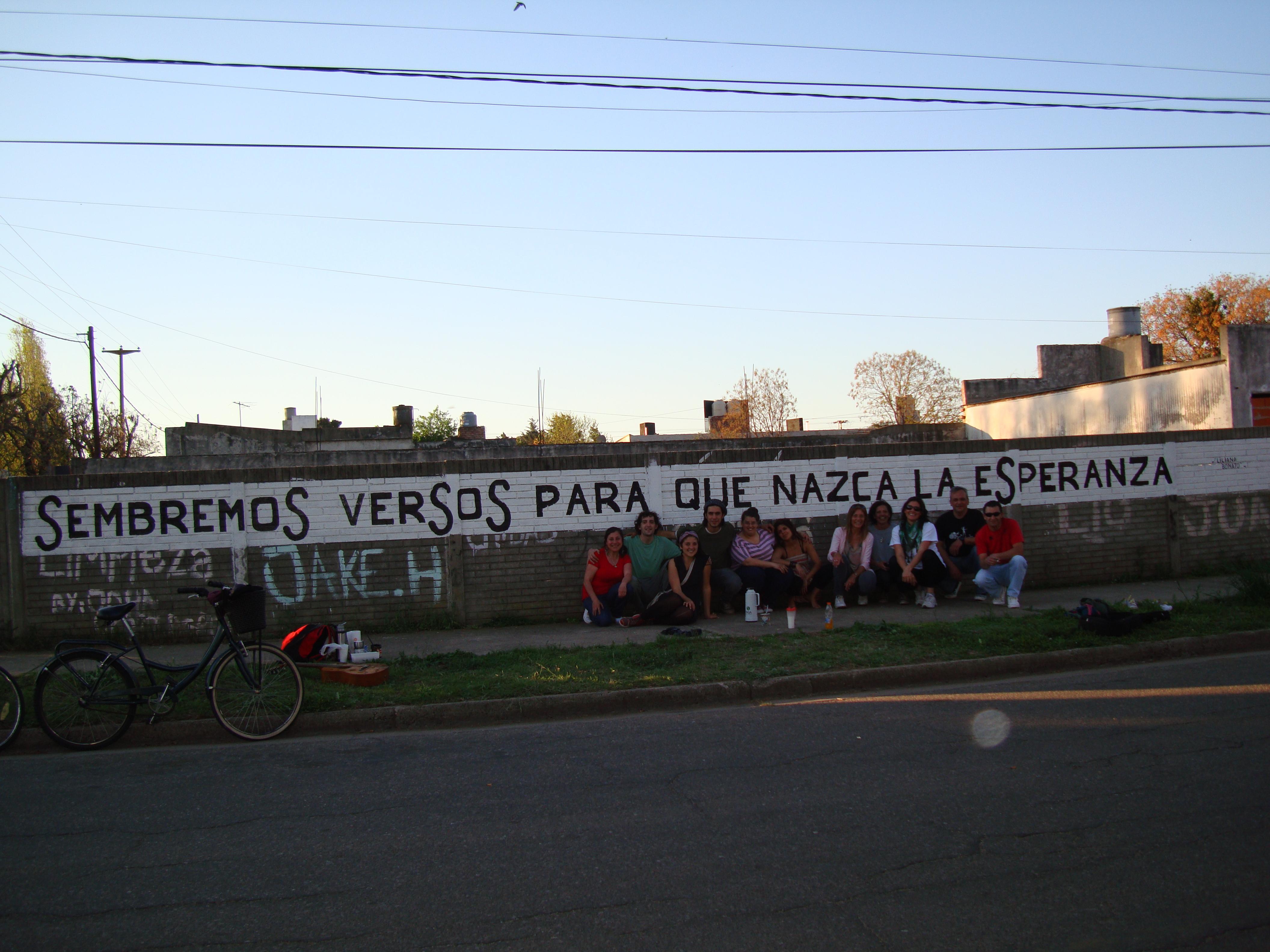 """Archivo:Acción Poética """"Sin poesía no hay ciudad"""" Trenque Lauquen ..."""