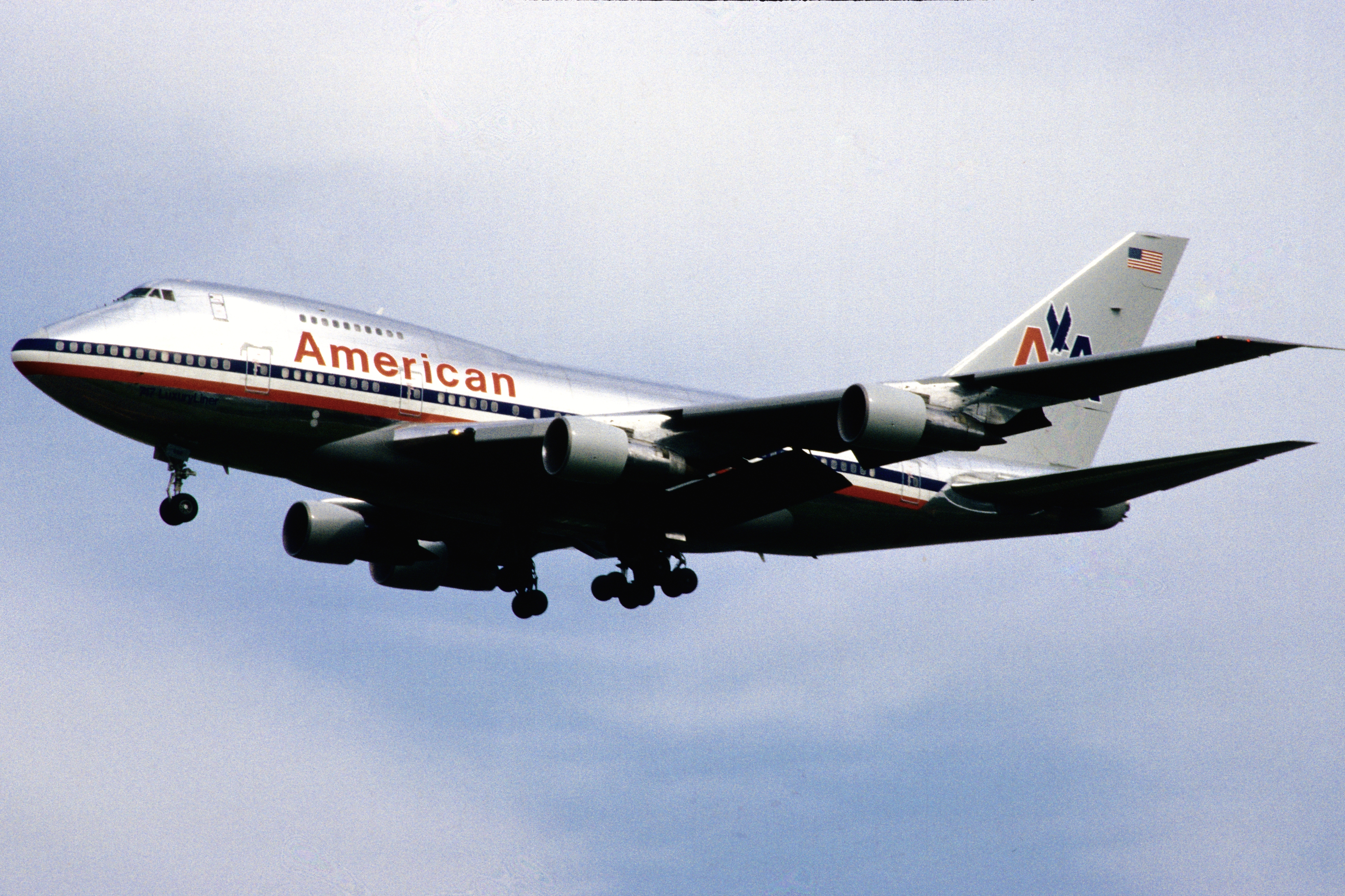 Download this Description American Airlines Boeing picture