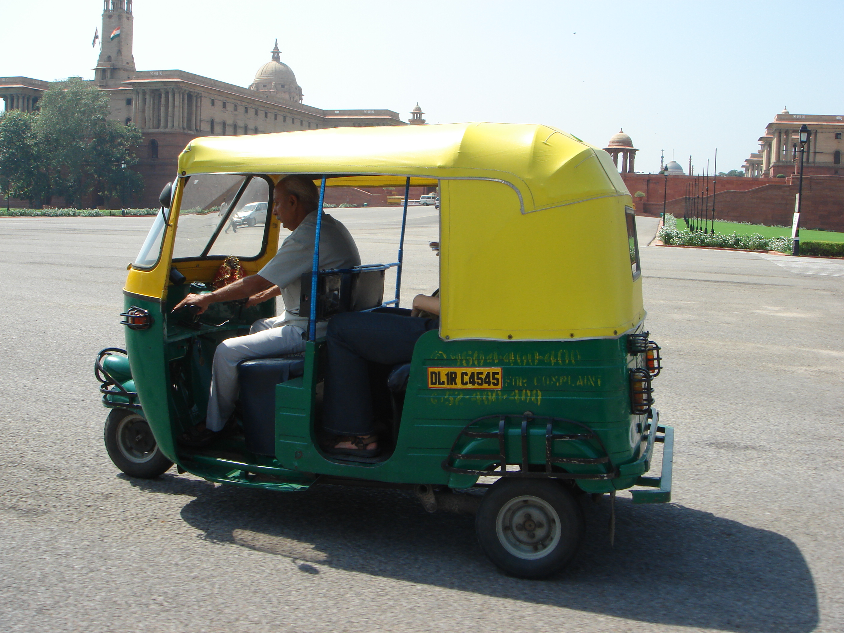 File autorickshaw on raj path new delhi jpg
