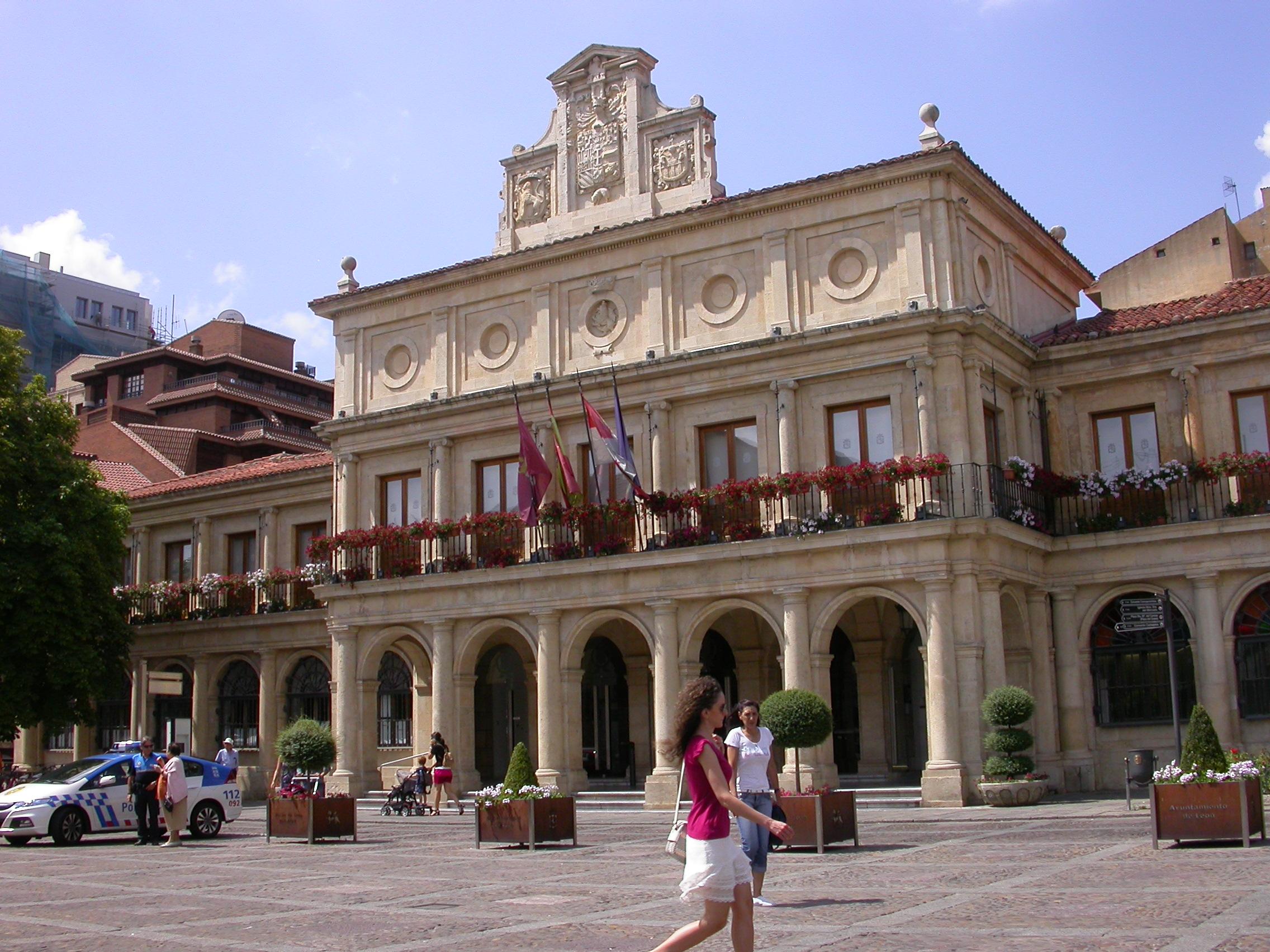 File ayuntamiento de san marcelo y oficina de turismo en for Oficinas del ayuntamiento