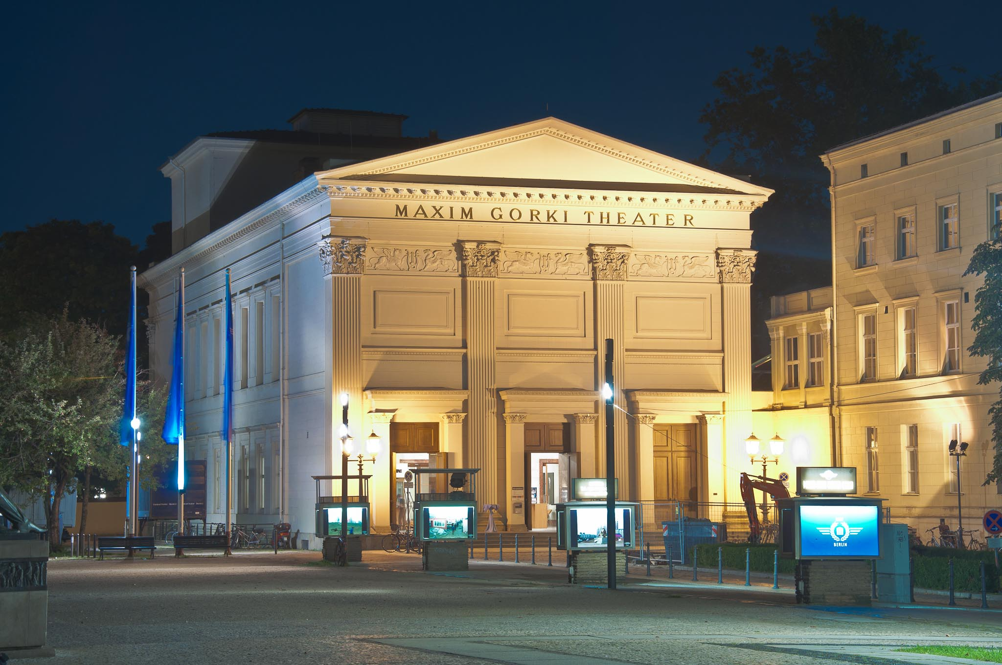 http://upload.wikimedia.org/wikipedia/commons/4/45/Berlin_Maxim_Gorki_Theater.jpg