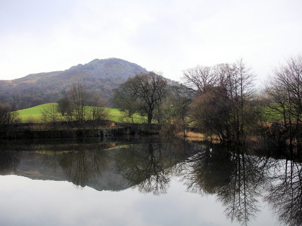 Bottoms Reservoir and Tegg's Nose - geograph.org.uk - 662016