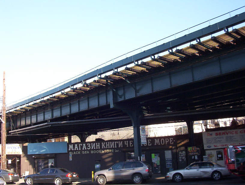 Brighton_beach_elevated_subway_line_over