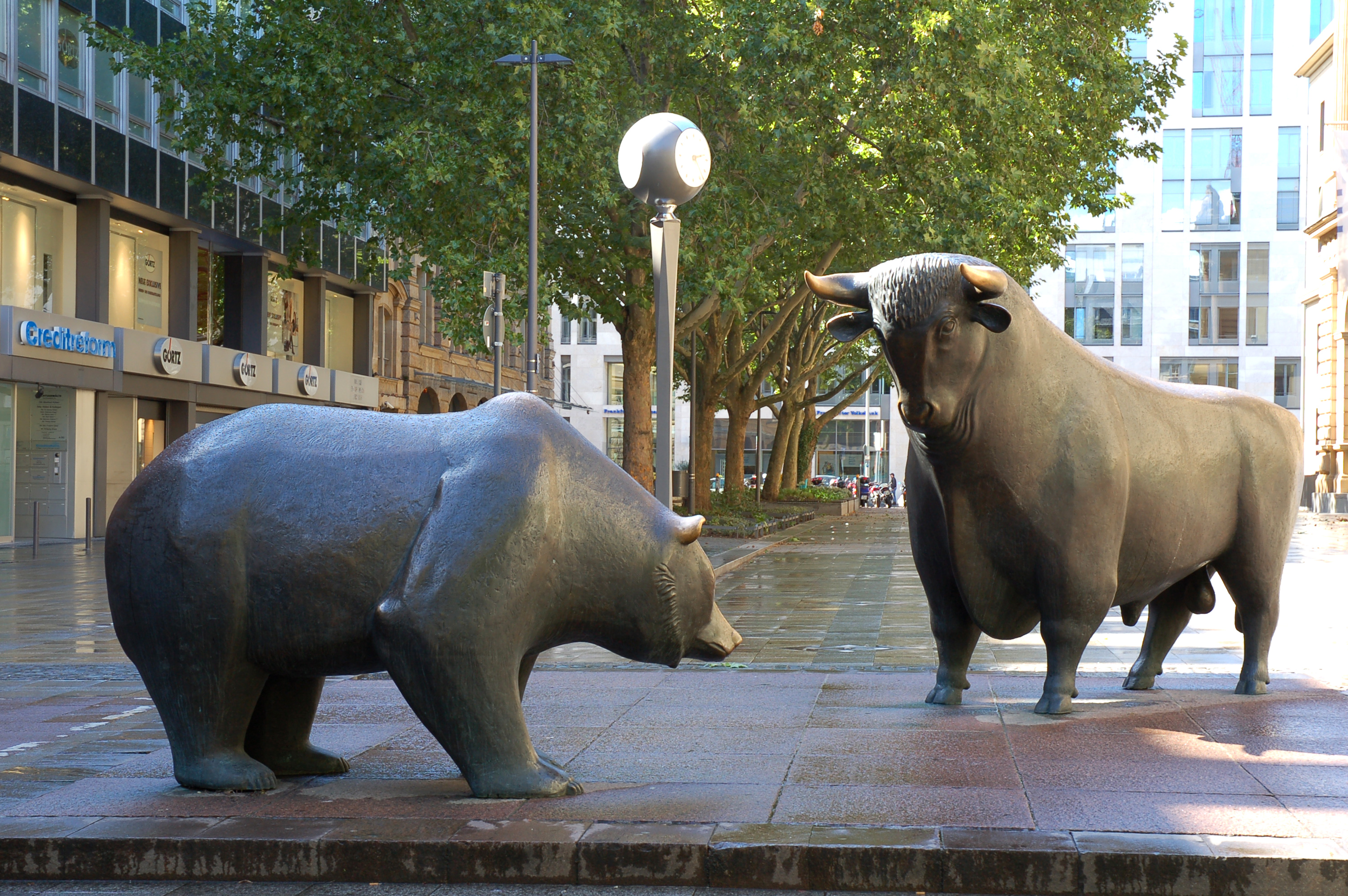 ours et taureau, symboles de la baisse et de la hausse en bourse