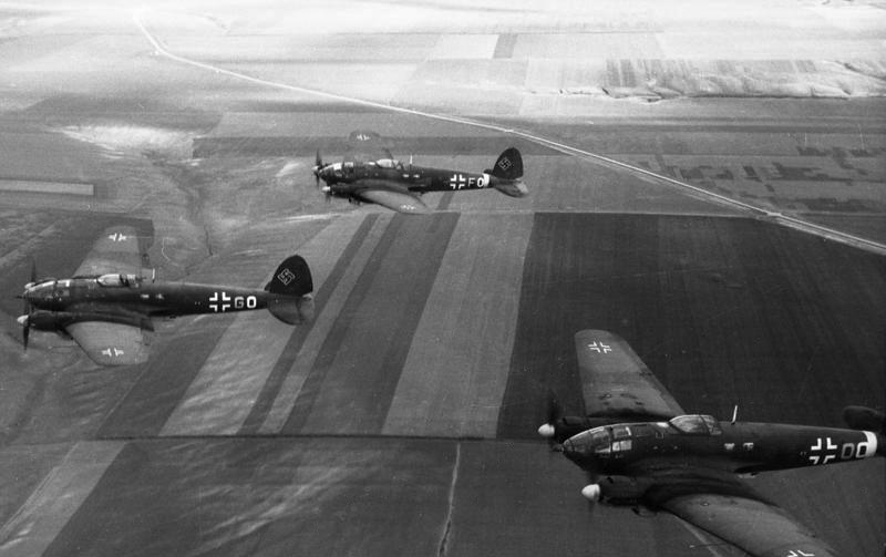 File:Bundesarchiv Bild 101I-641-4548-24, Russland, He 111.jpg