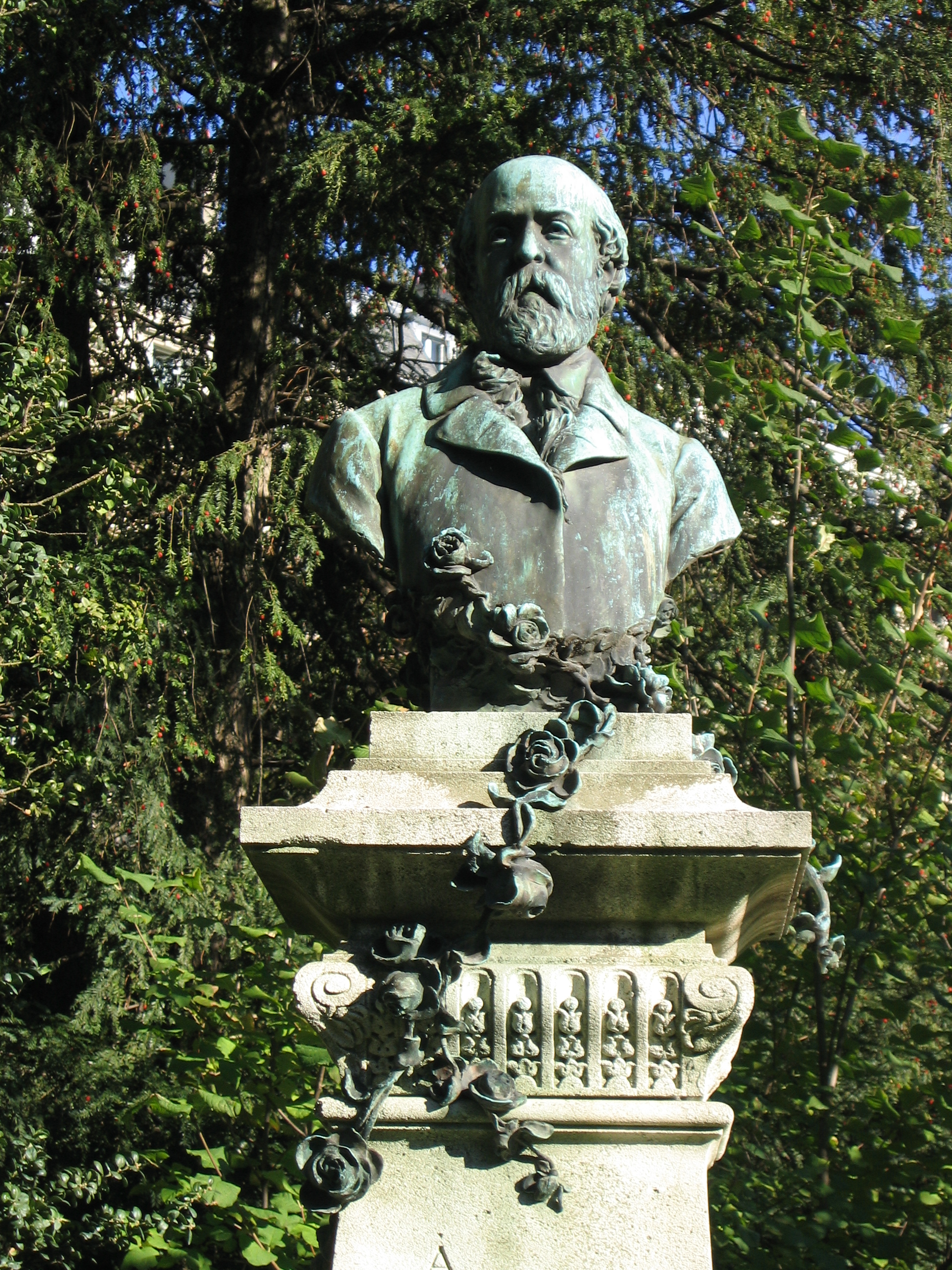 "Bust of Henry Murger (the monument itself spells his name ""Henry,"" rather than the usual French spelling of Henri) in the [[Jardin du Luxembourg"