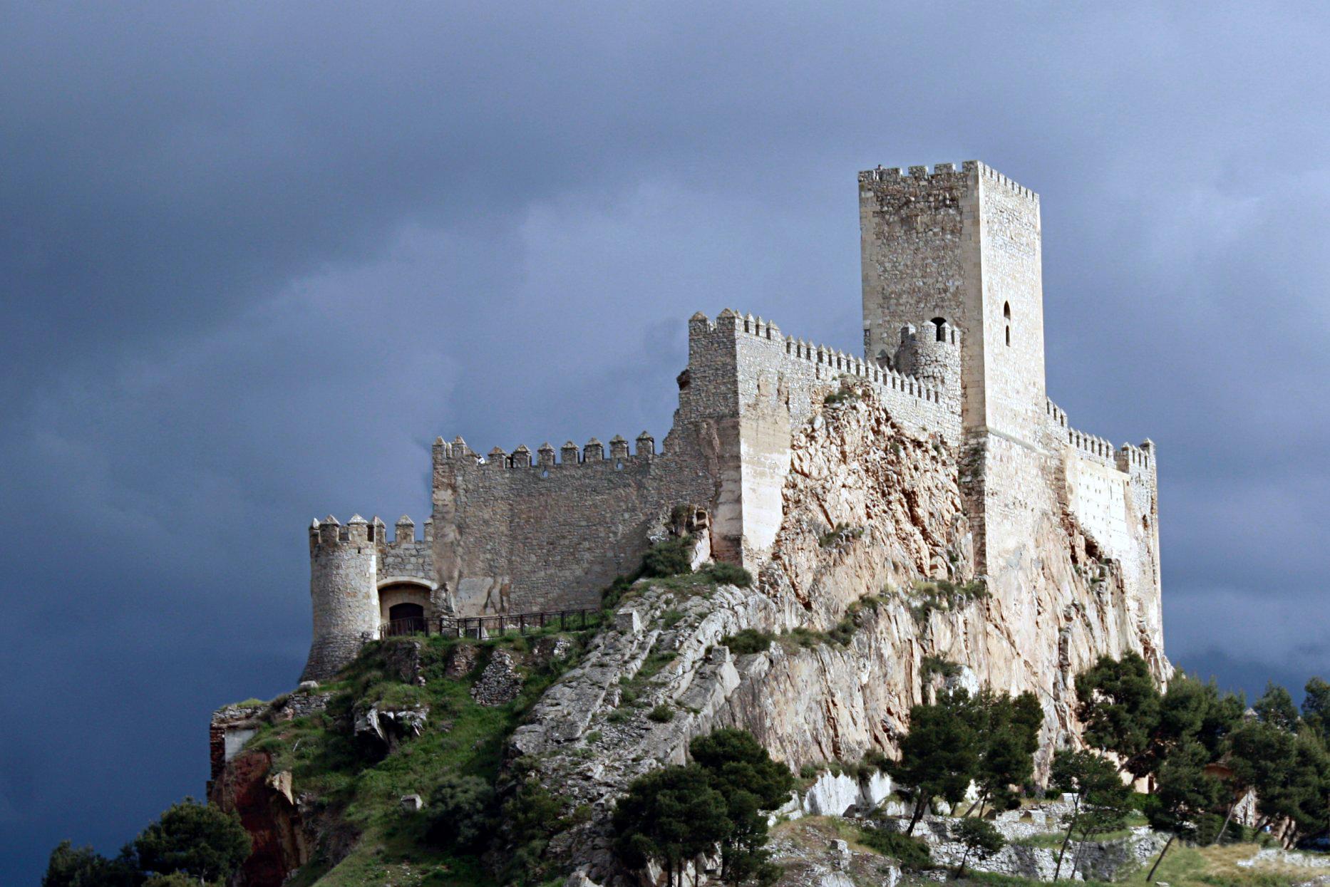 Castillo de Almansa sobre el cerro del Águila.jpg