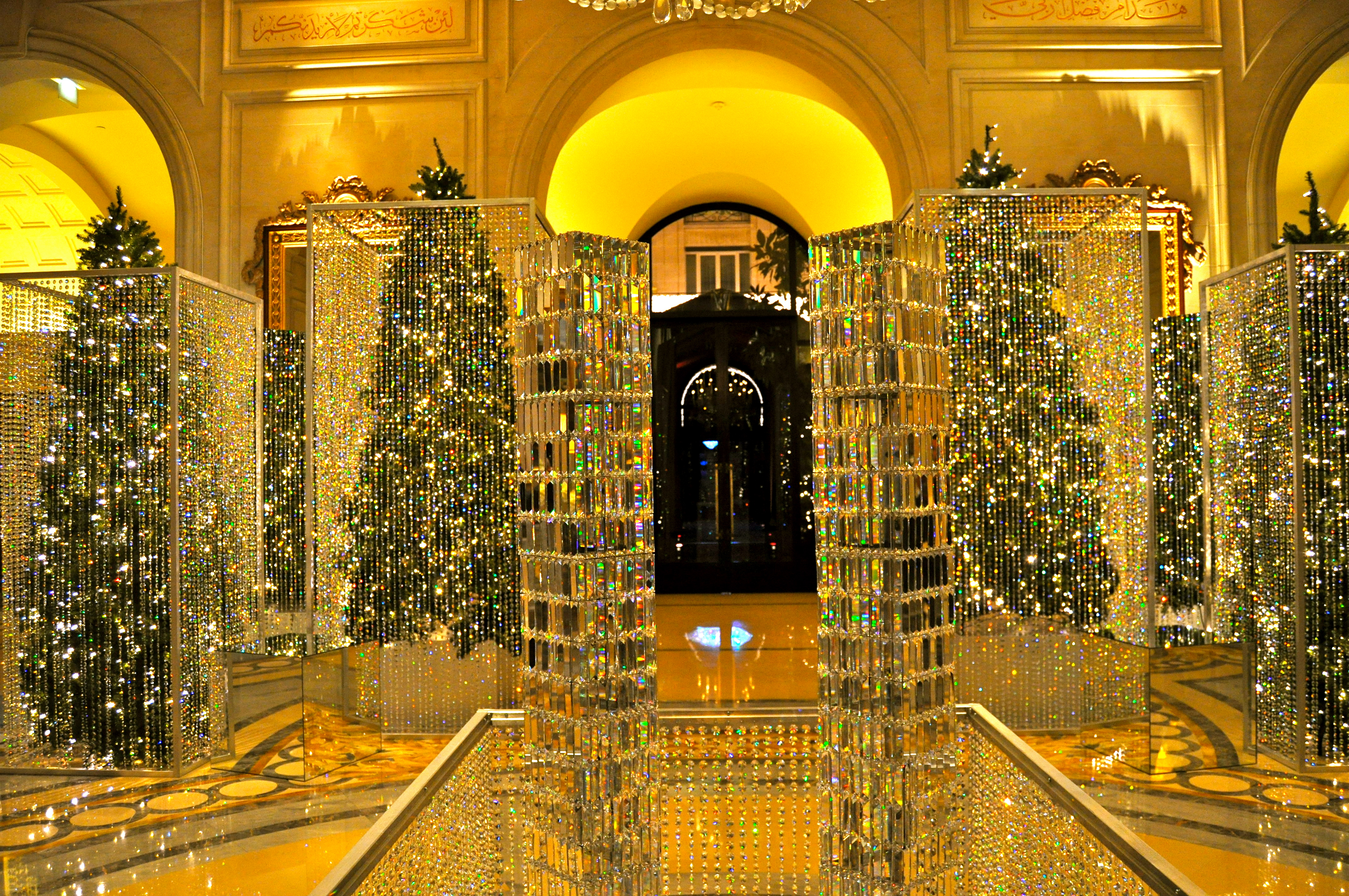 File christmas decor at the four seasons george for Art and decoration france