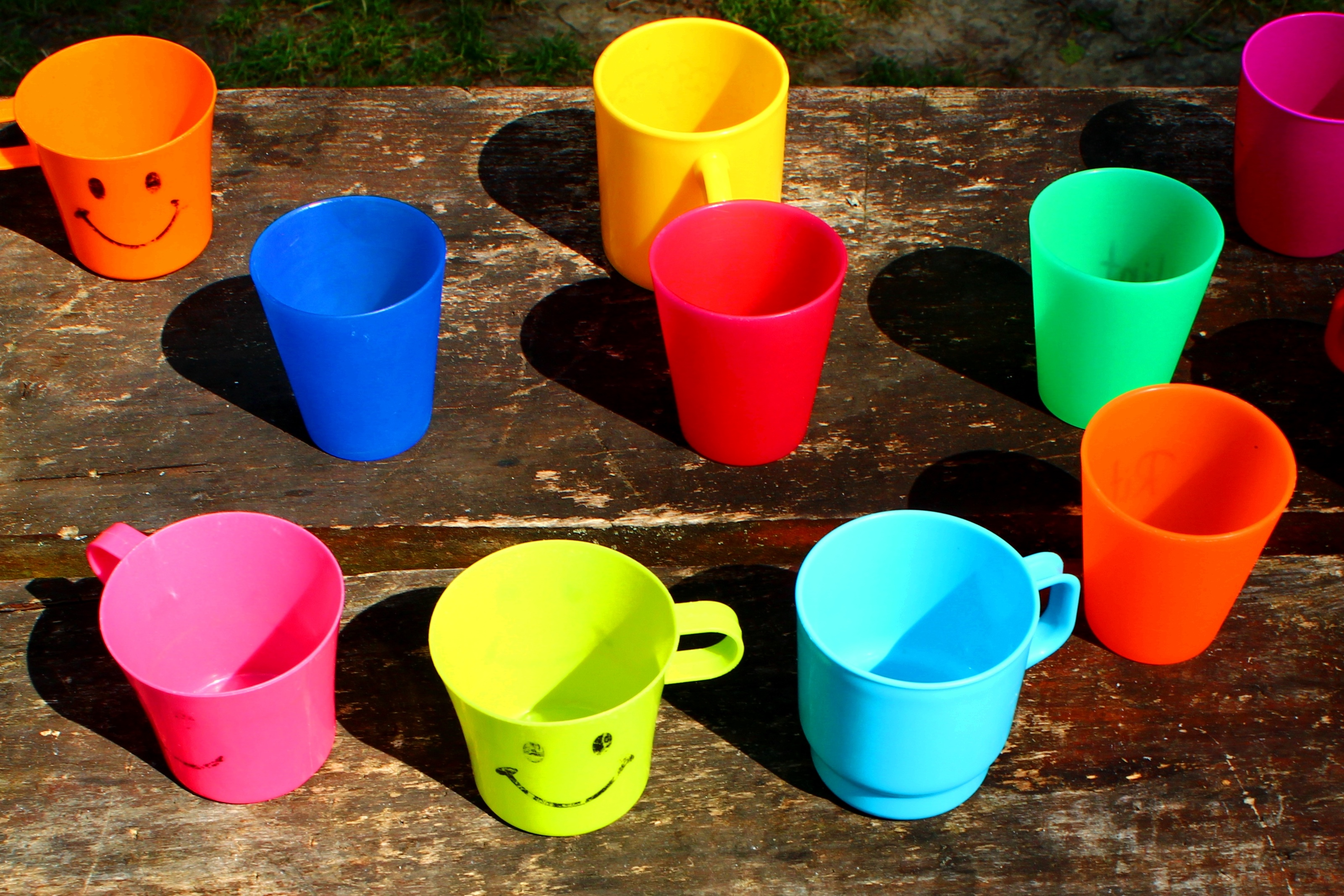 filecolorful plastic cups and mugsjpg - Colorful Mugs