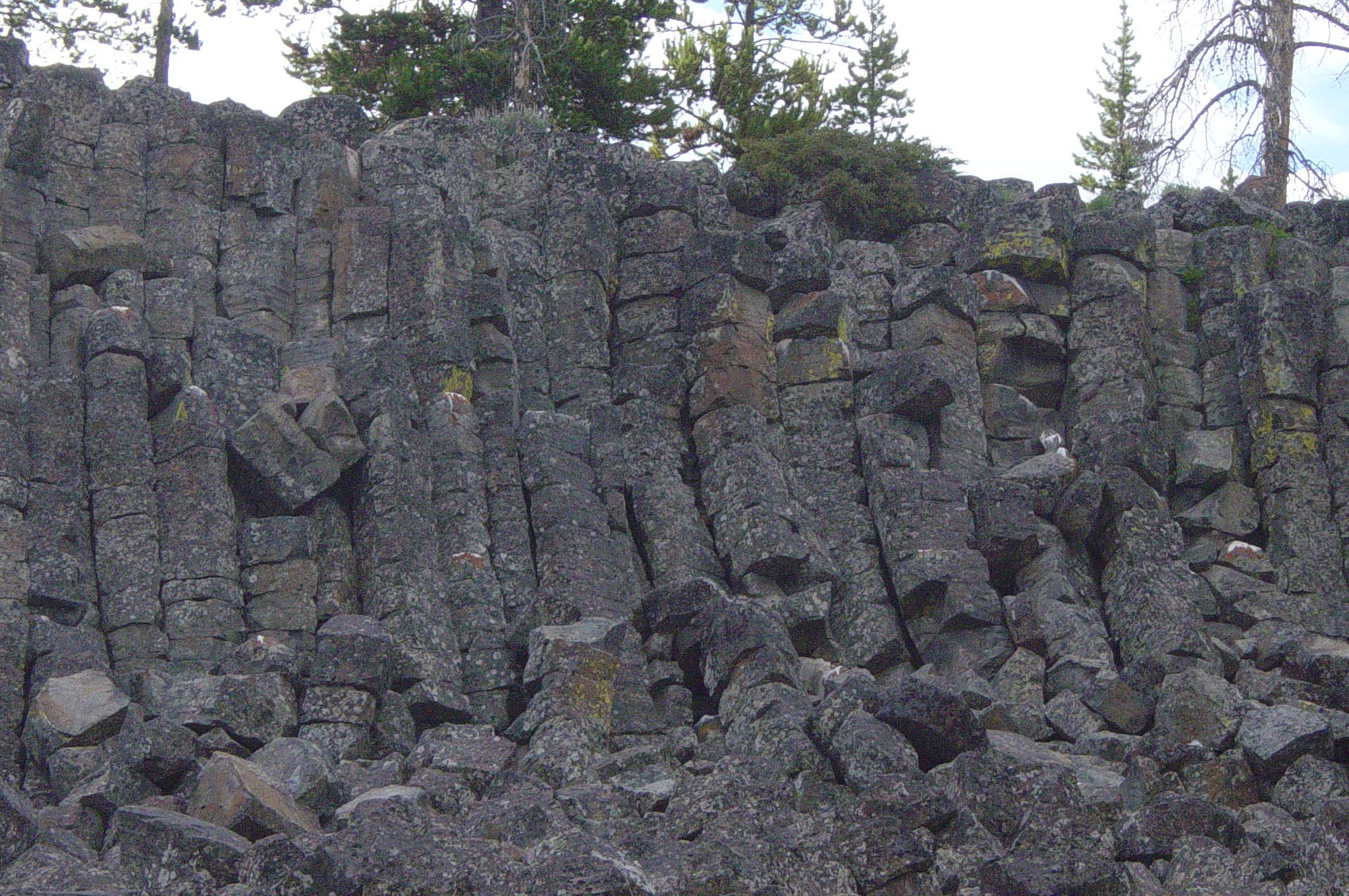 Description Of Basalt : File columnar basalt at sheepeater cliff in yellowstone