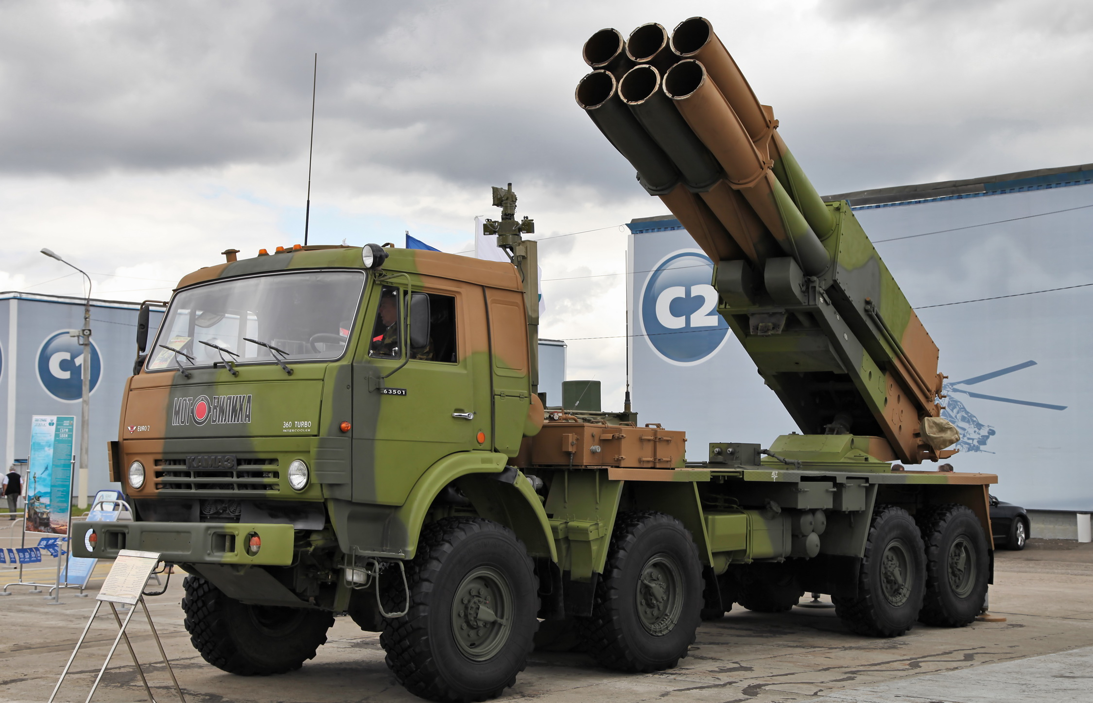 Russian MRLS: Grad, Uragan, Smerch, Tornado-G/S - Page 6 Combat_vehicle_9A52-4_Smerch_MLRS_(3)