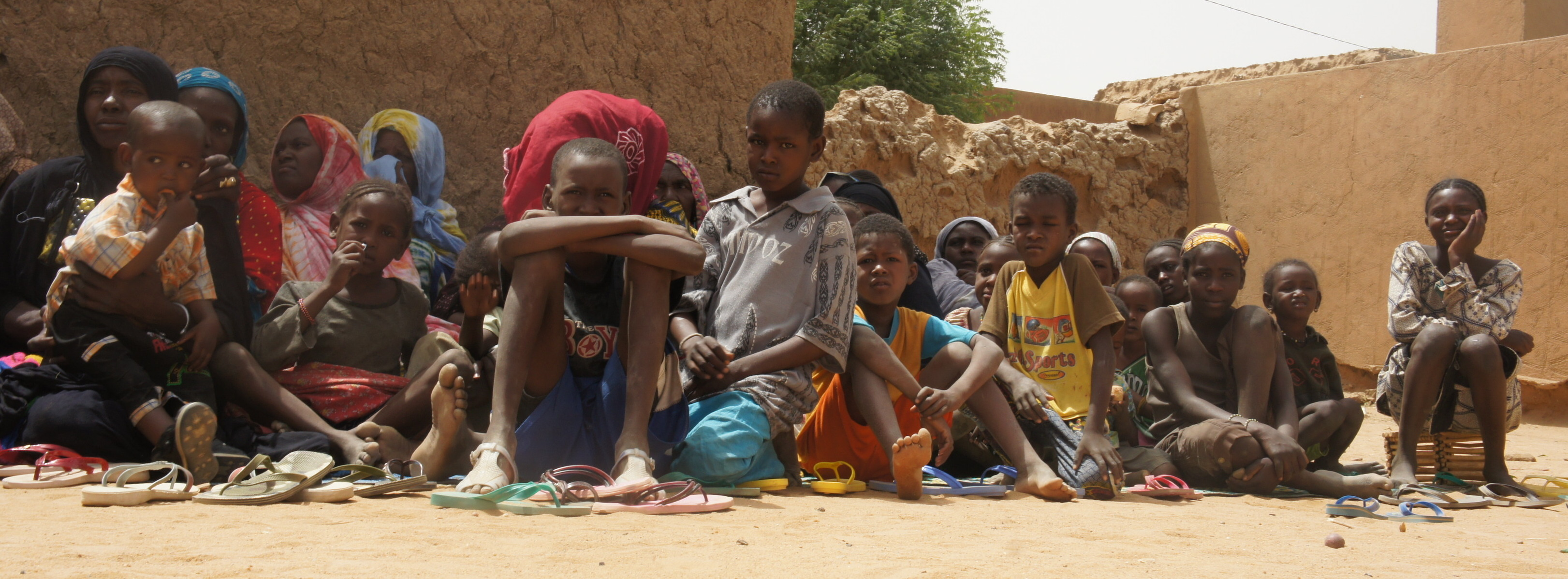 Displaced women and children in Mali, 2012