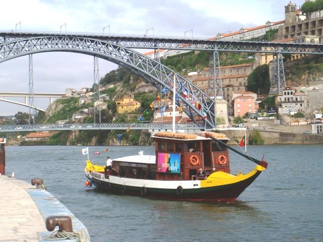 FileDouro River Cruise Porto PortugalJPG  Wikimedia Commons