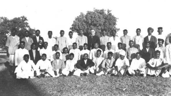 File:Evangelists and Mission School Teachers, India, 1926 (17149823532).jpg