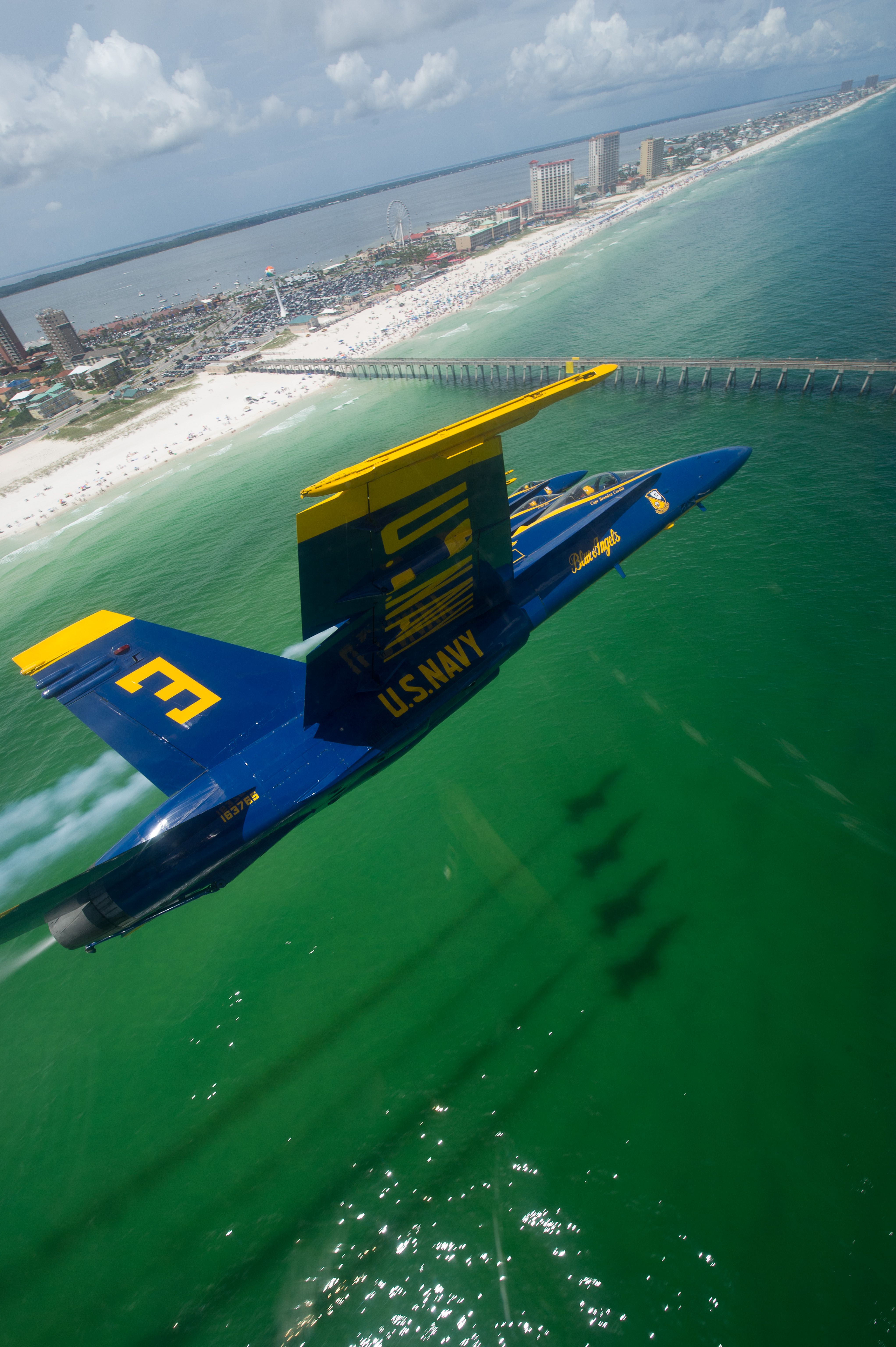 File Flickr Official U S Navy Imagery The Blue Angels Maneuver Over Pensacola Beach