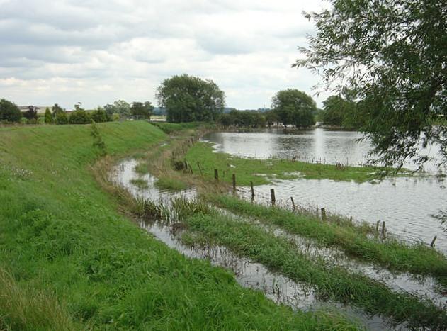 File:Flood defences at Newington - geograph.org.uk - 503621.jpg
