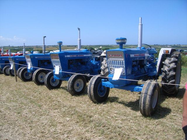 Datei:Ford Tractors on display at the Padstow Steam Rally, 2009 - geograph.org.uk - 1423316.jpg