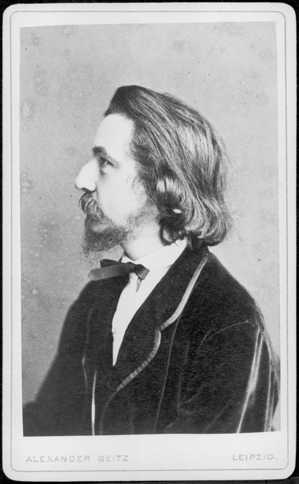 https://upload.wikimedia.org/wikipedia/commons/4/45/Franz_von_Holstein_Photo_by_Alexander_Seitz.jpg