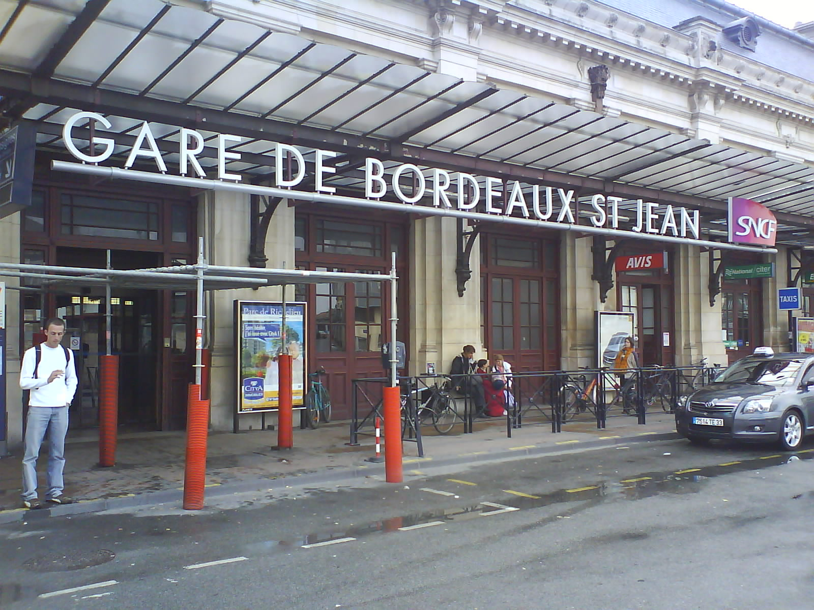 train station bordeaux St Jean By Jean-Louis Lascoux (l'auteur) [GFDL (http://www.gnu.org/copyleft/fdl.html)