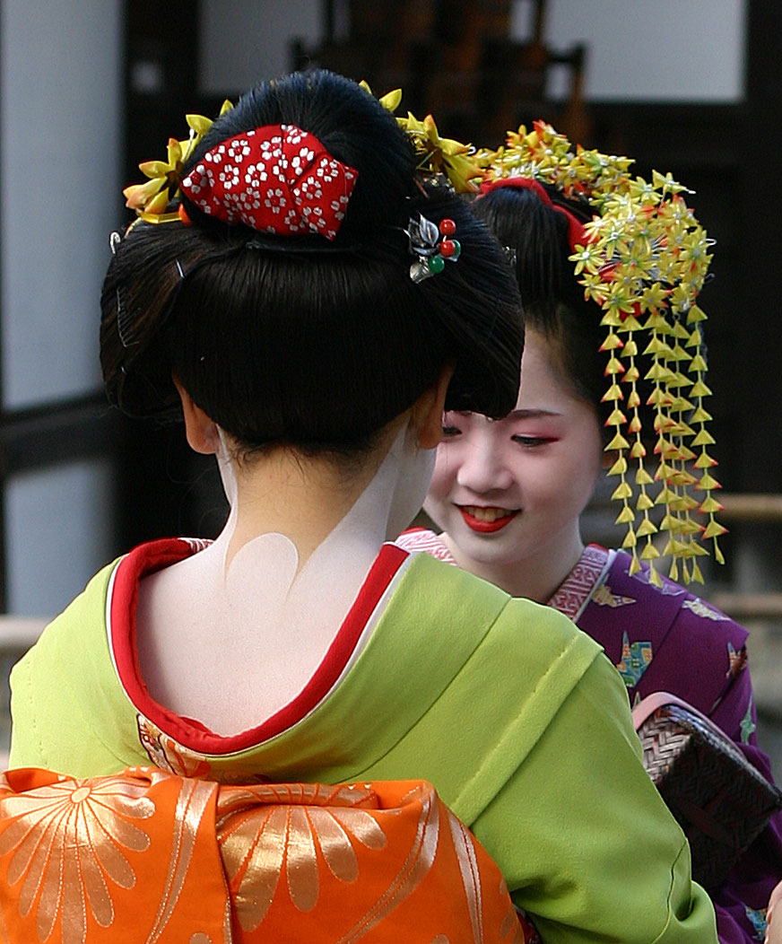 gelled hairstyles : File:Geisha-kyoto-2004-11-21.jpg - Wikipedia