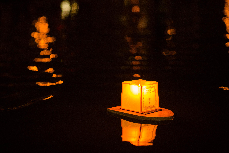file hawaii lantern floating ceremony 2016 27094304910 jpg