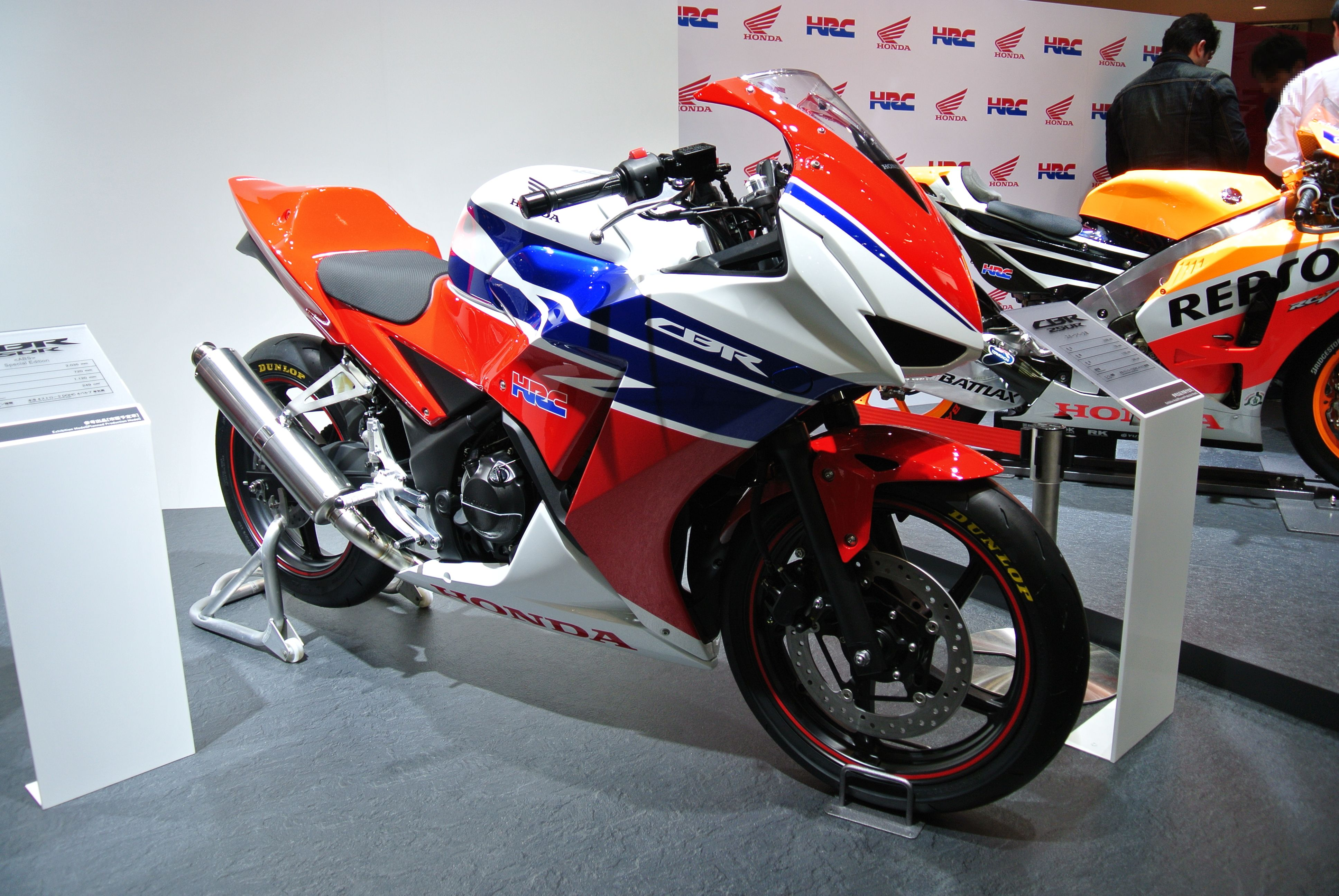 File Honda Cbr250r Competition Jpg Wikimedia Commons