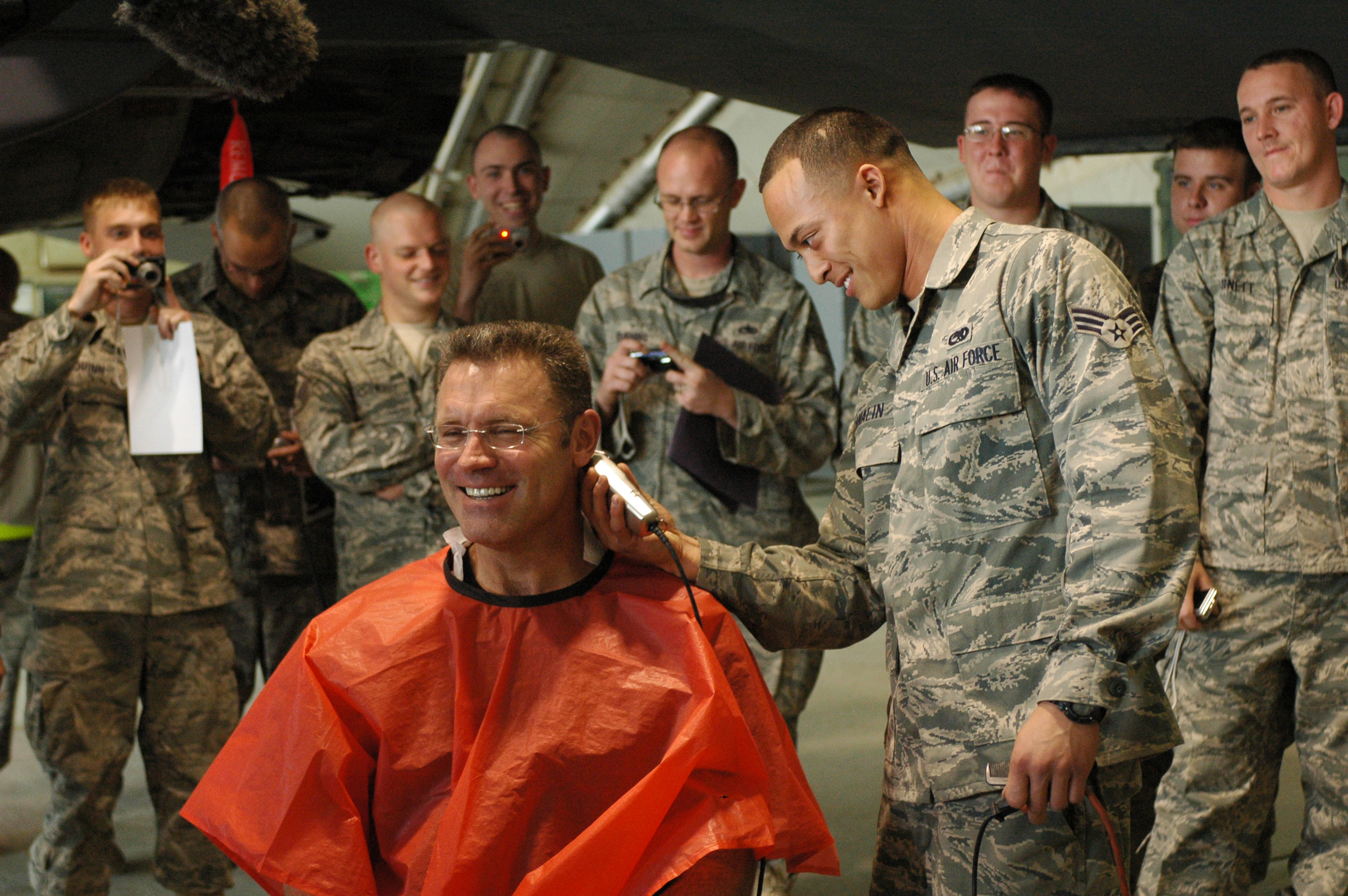 File:Howie Long haircut Bagram AF base.jpg - Wikimedia Commons