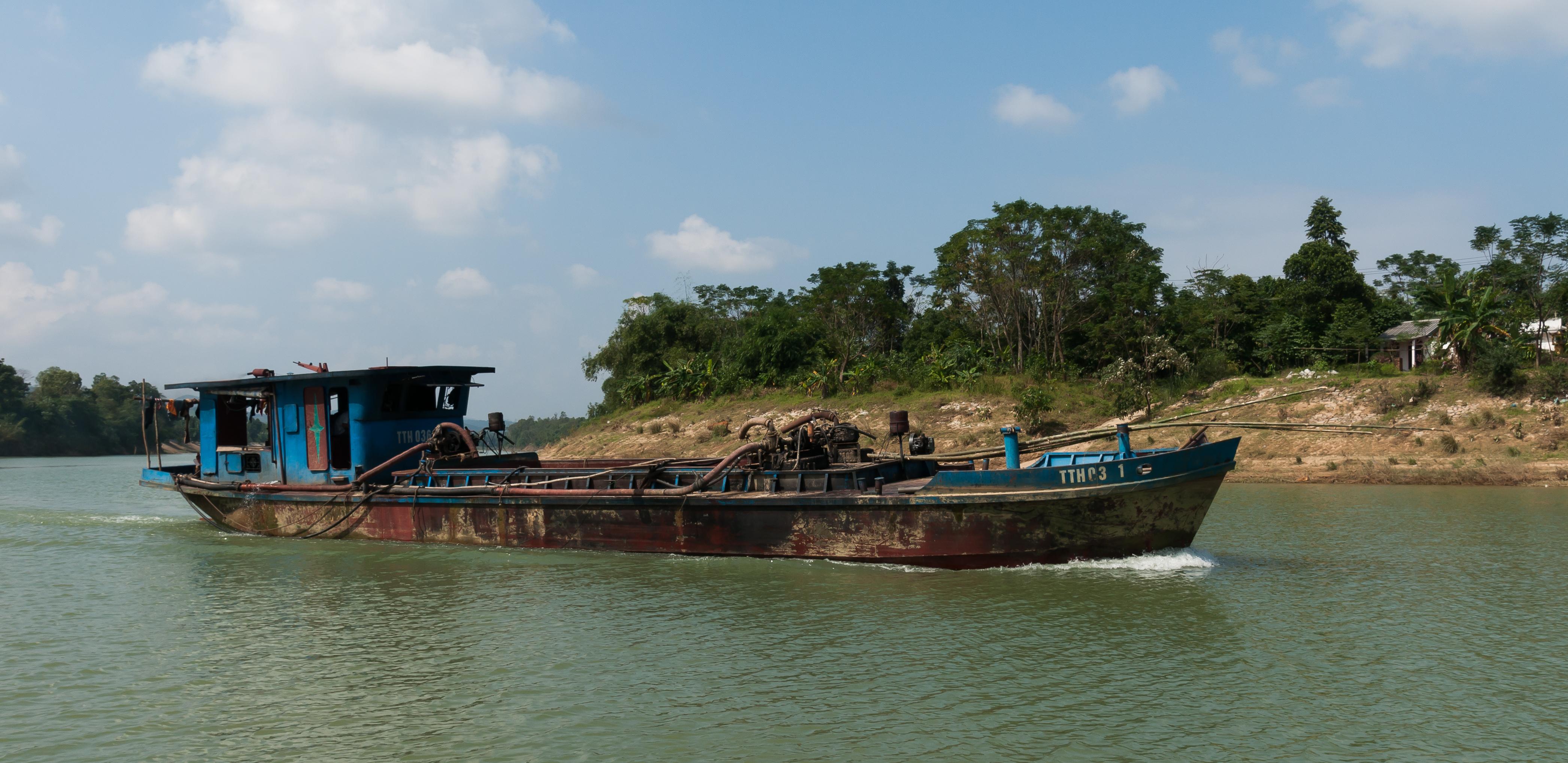 File:Hue Vietnam Freight-ship-on-the-Perfume-River-02.jpg ...