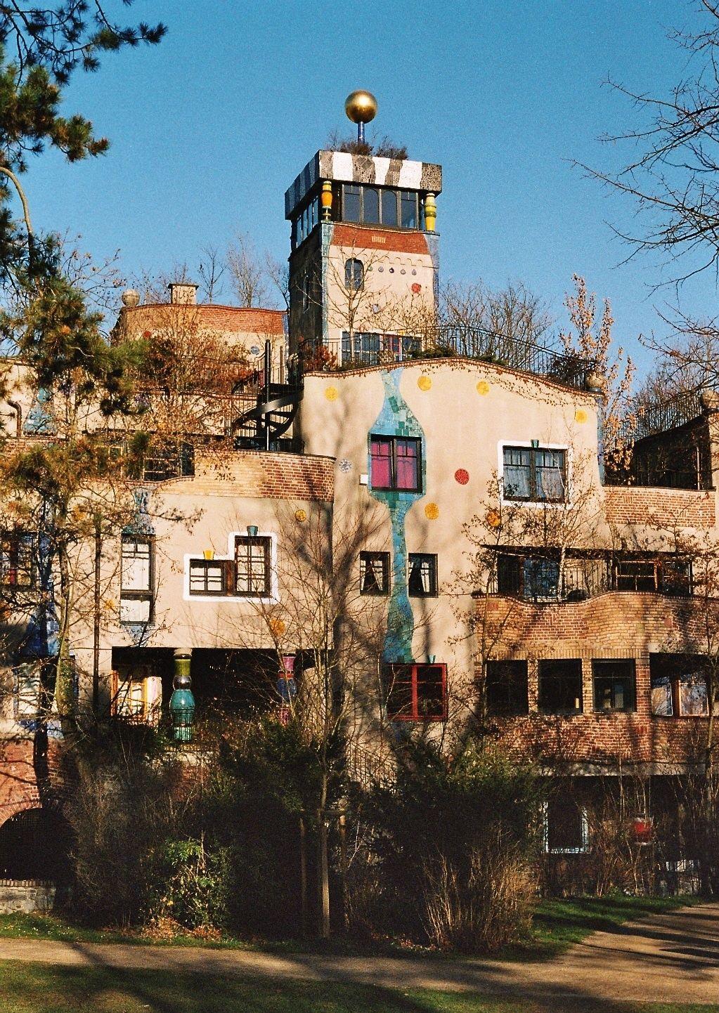 Hundertwasser geb ude architecture for Architecture hundertwasser