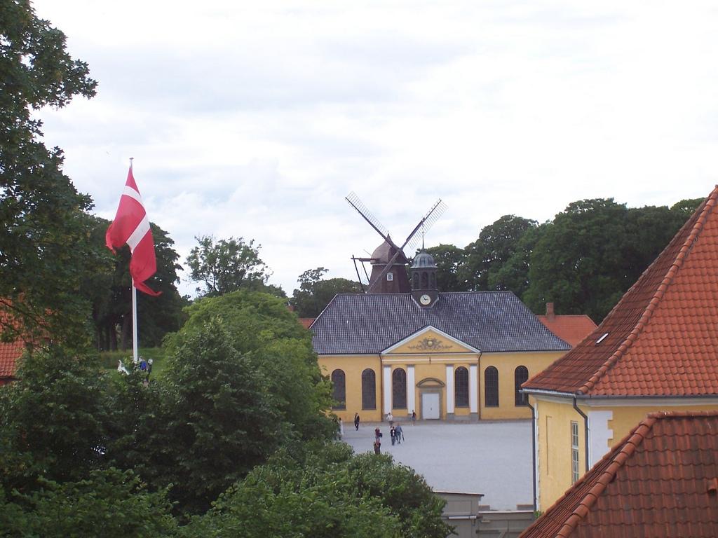 Kastellet - church and windmill.jpg