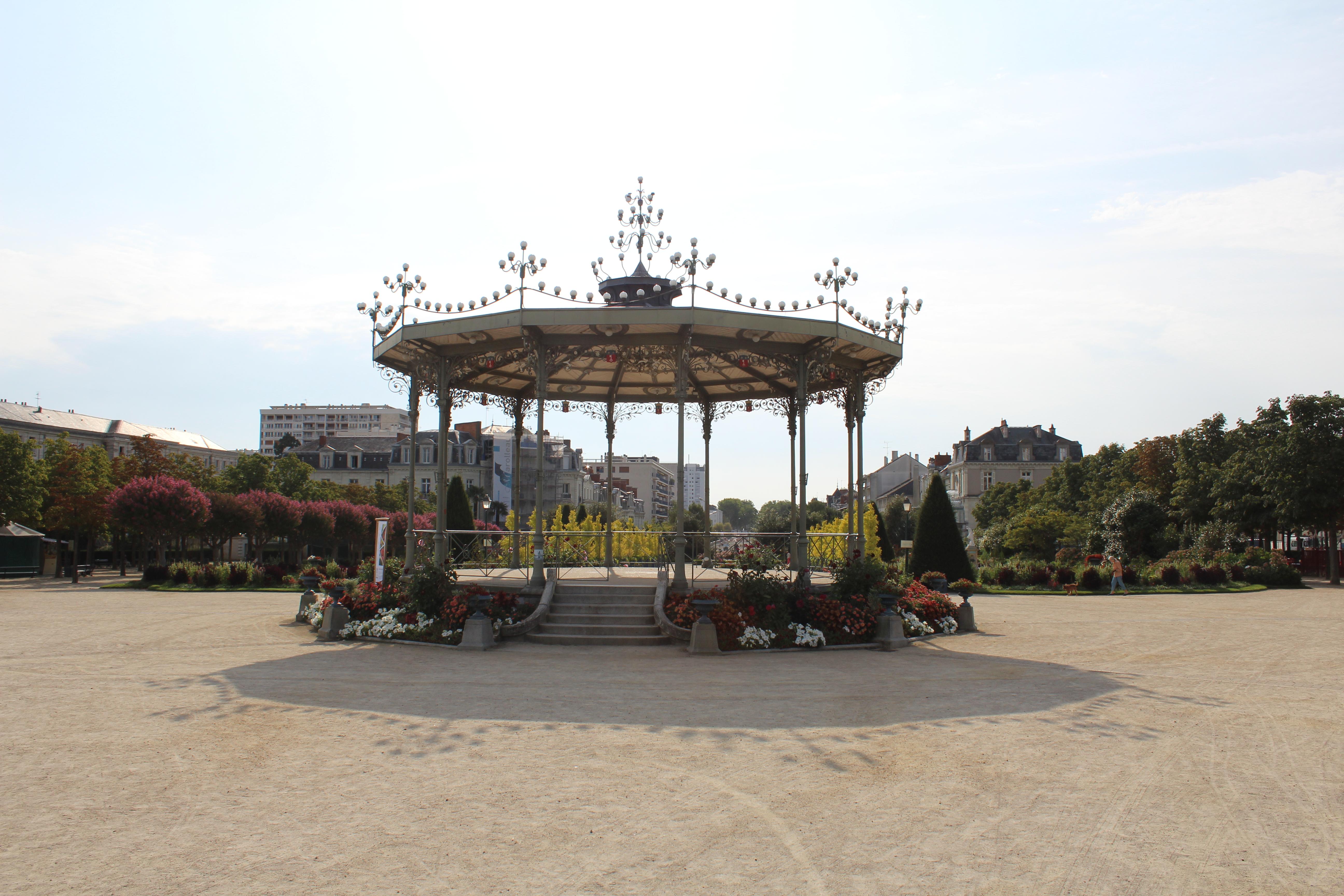 File:Kiosque Jardin Mail Angers 2.jpg - Wikimedia Commons