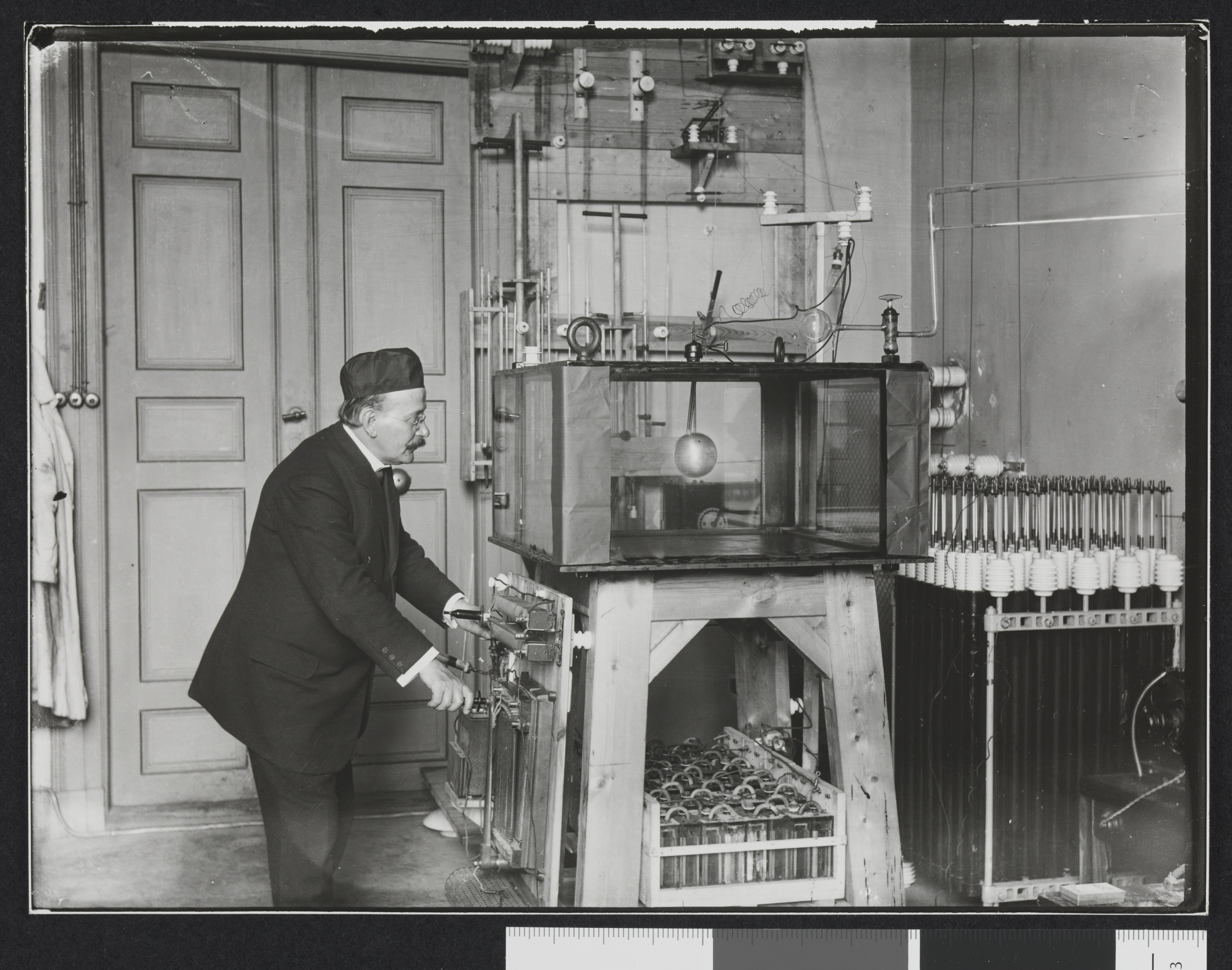file kristian birkeland eksperimenterer med nordlys i et