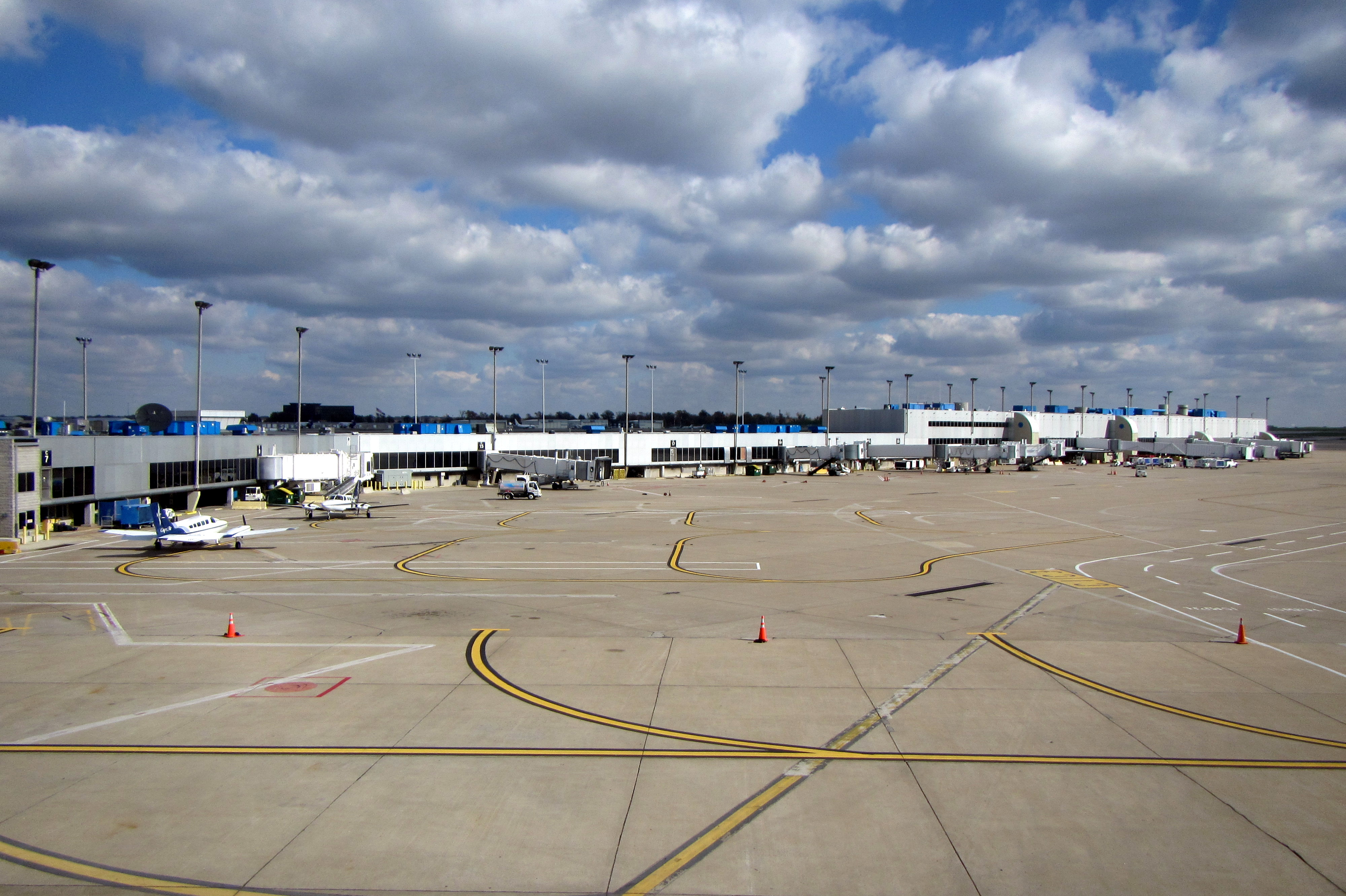 The airport s control tower. Concourse C gates as seen from Concourse D. STL  Terminal Layout c8e804d1ff62c