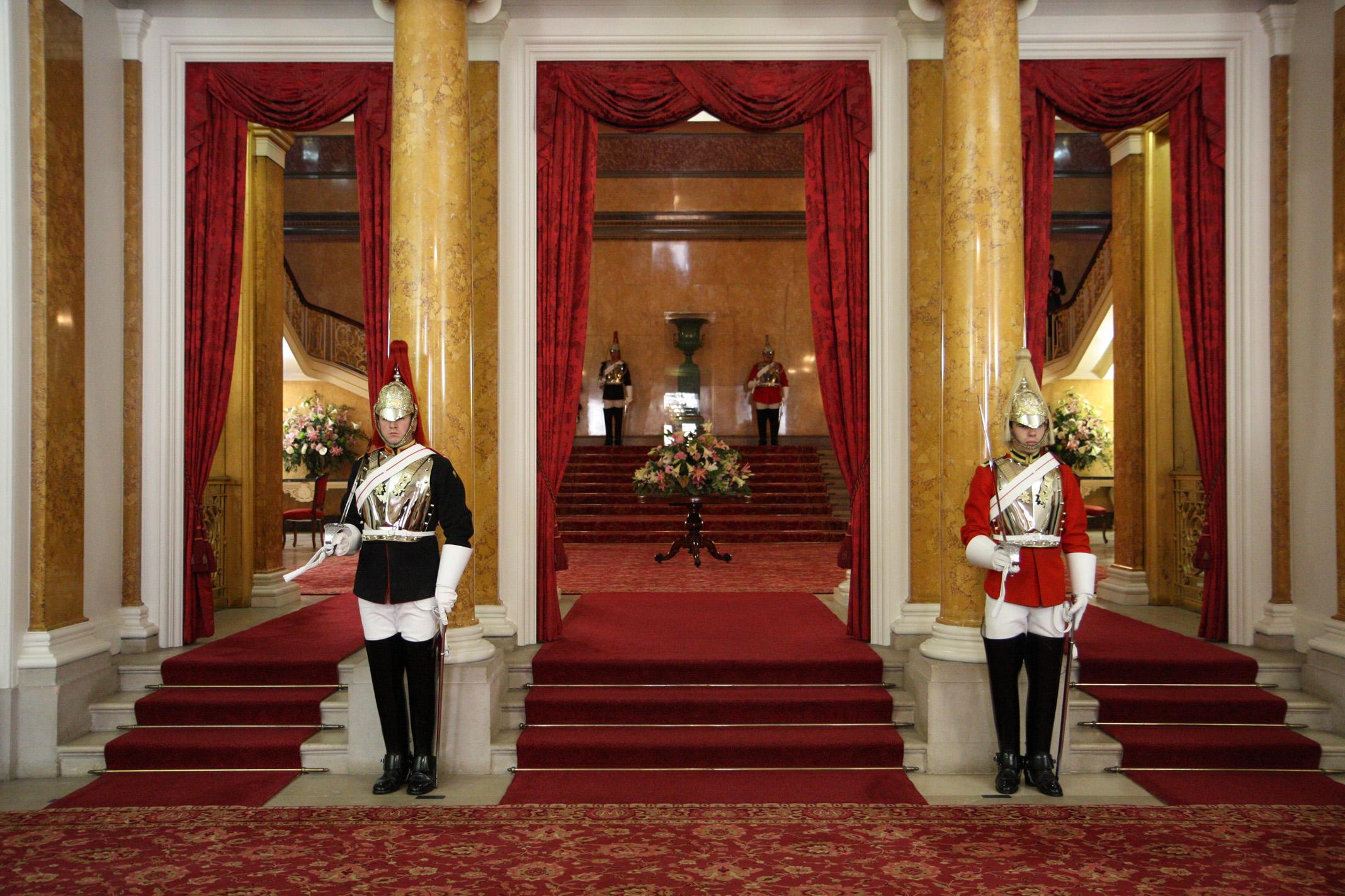 inside buckingham palace documentary - 799×533