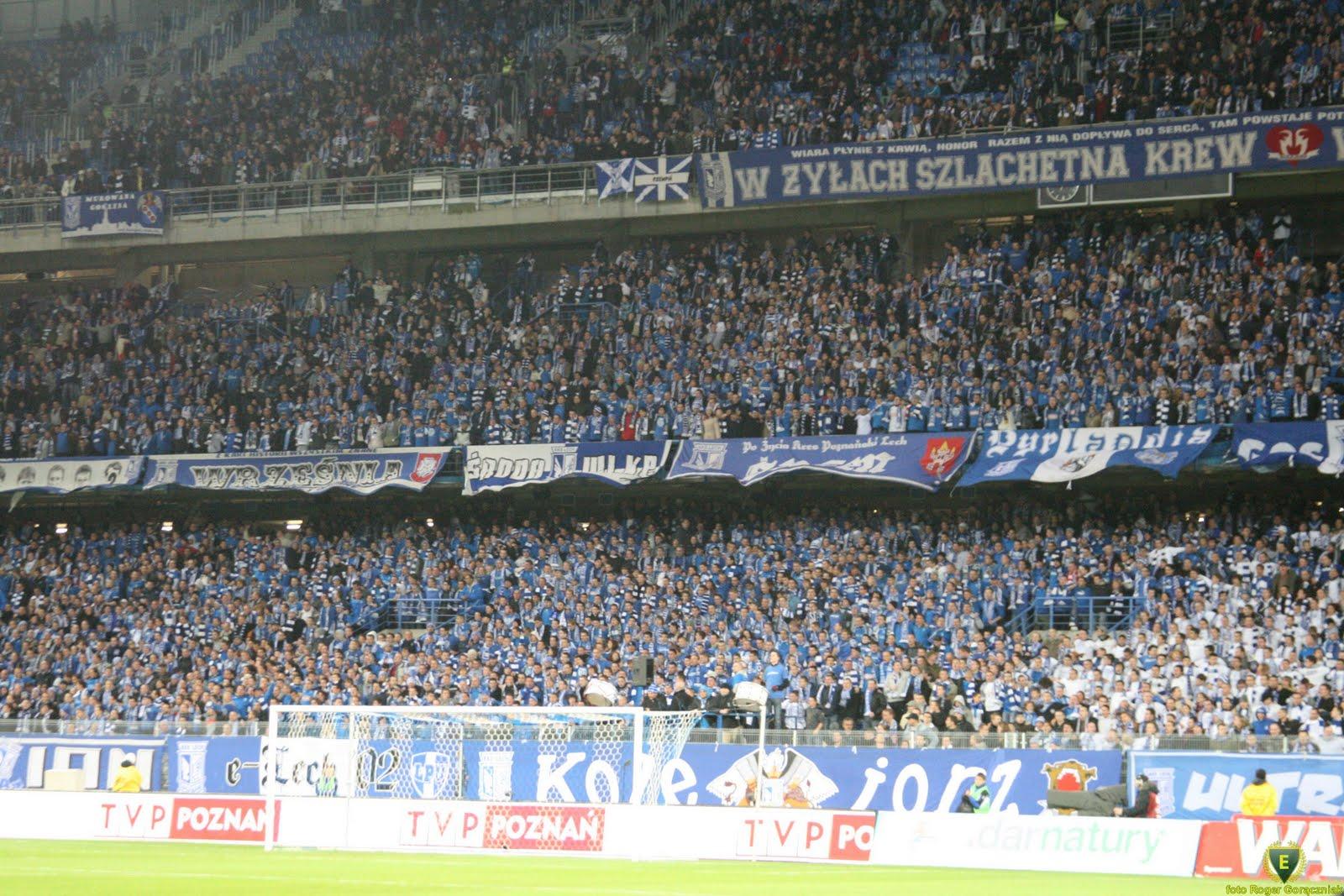 Lech Poznań Wikipedia: File:Lech Poznan Fans In Stadium.jpg