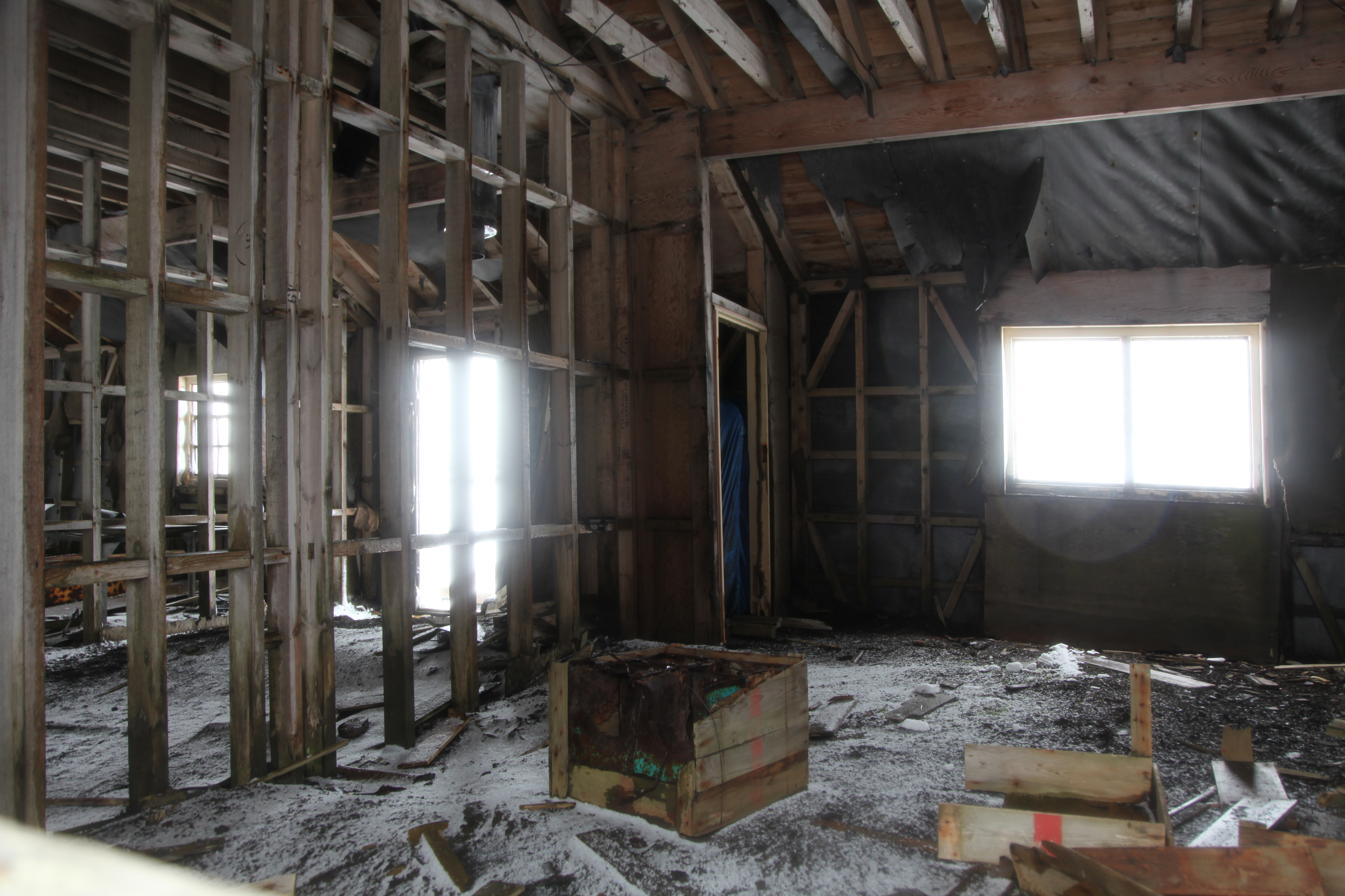 File:Looking inside an abandoned building at Whalers Bay ...