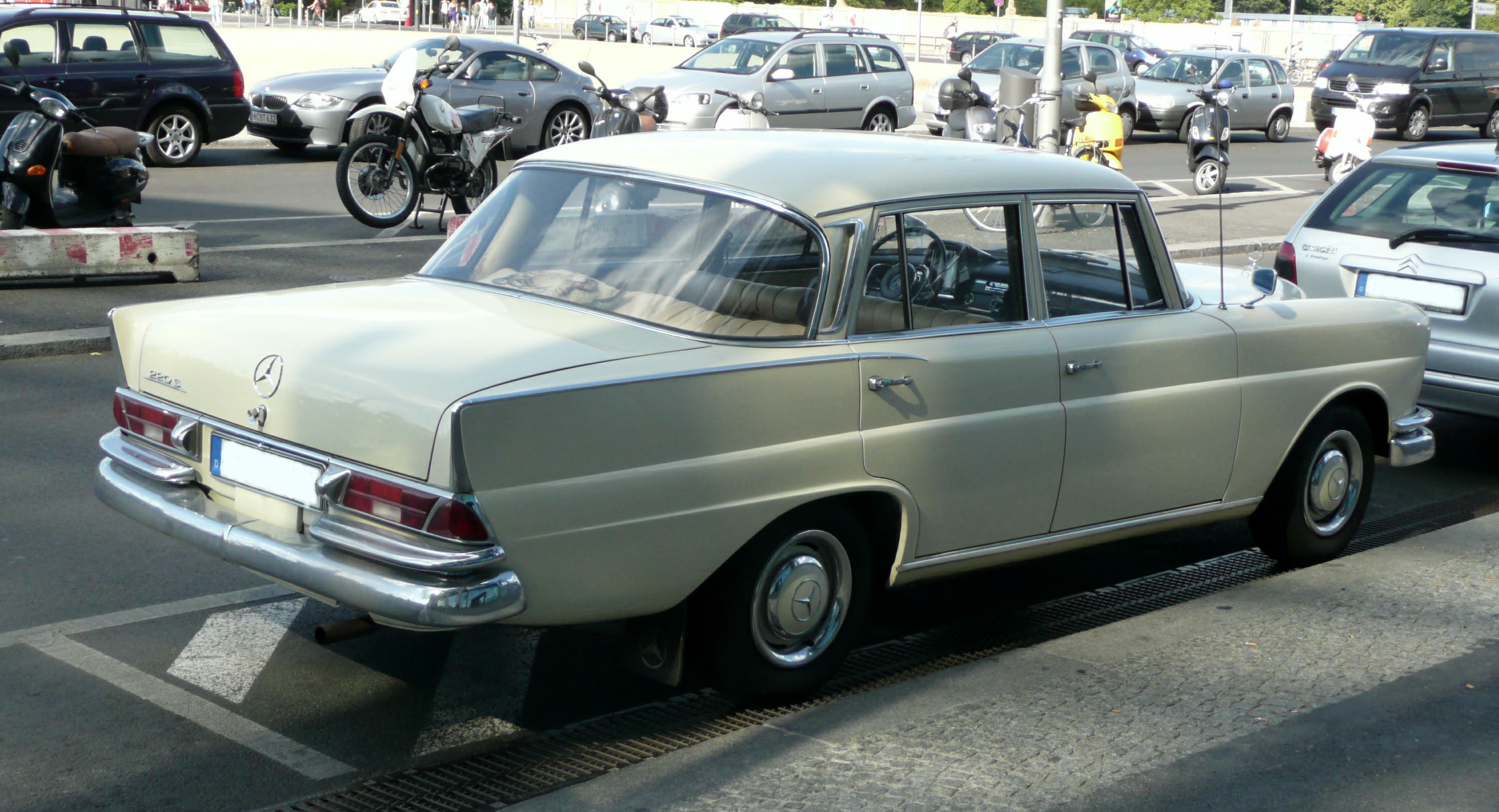 file mercedes benz 220s w 111 02 jpg wikimedia commons