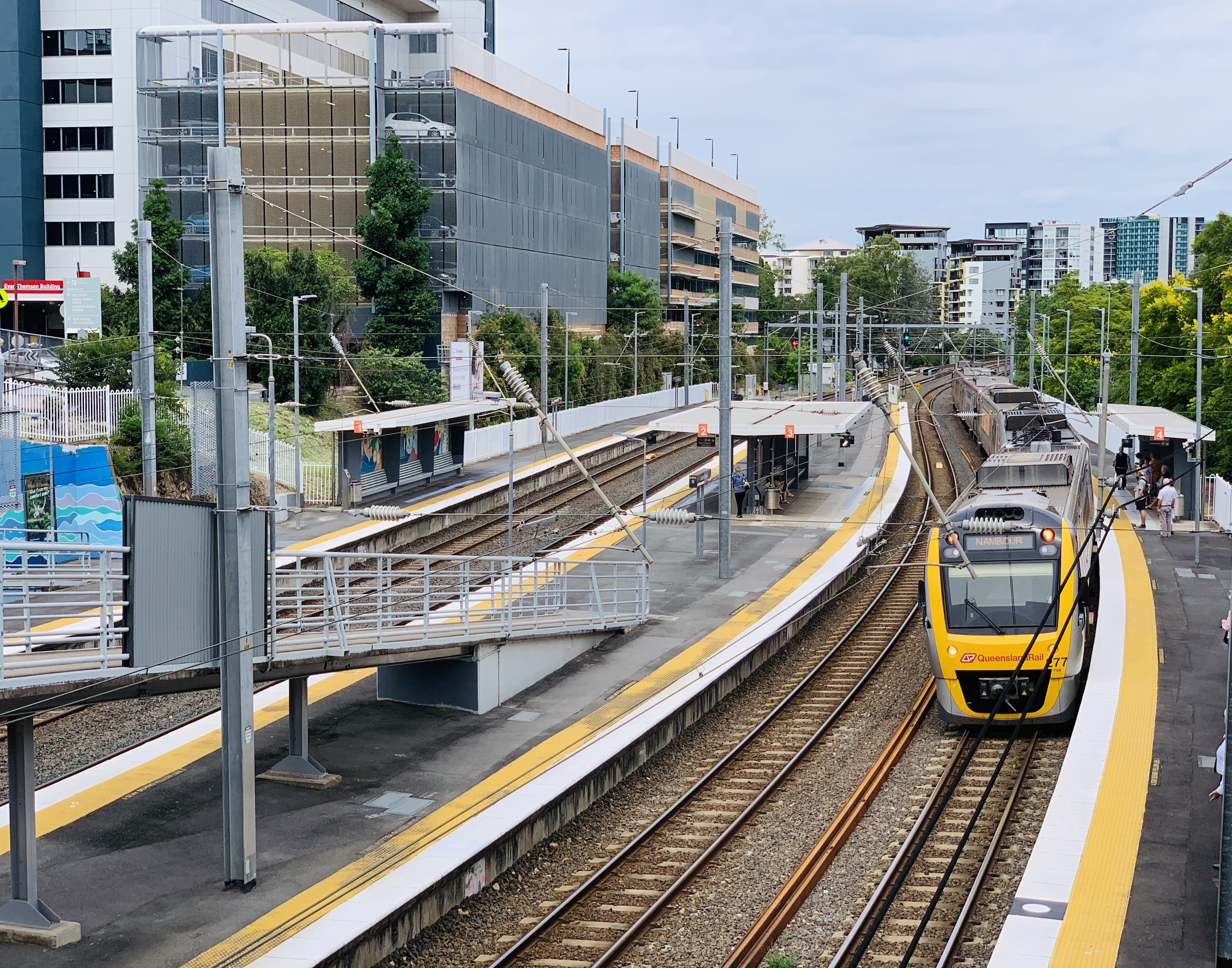 NGR722 approaching Auchenflower railway station, Brisbane 02.jpg