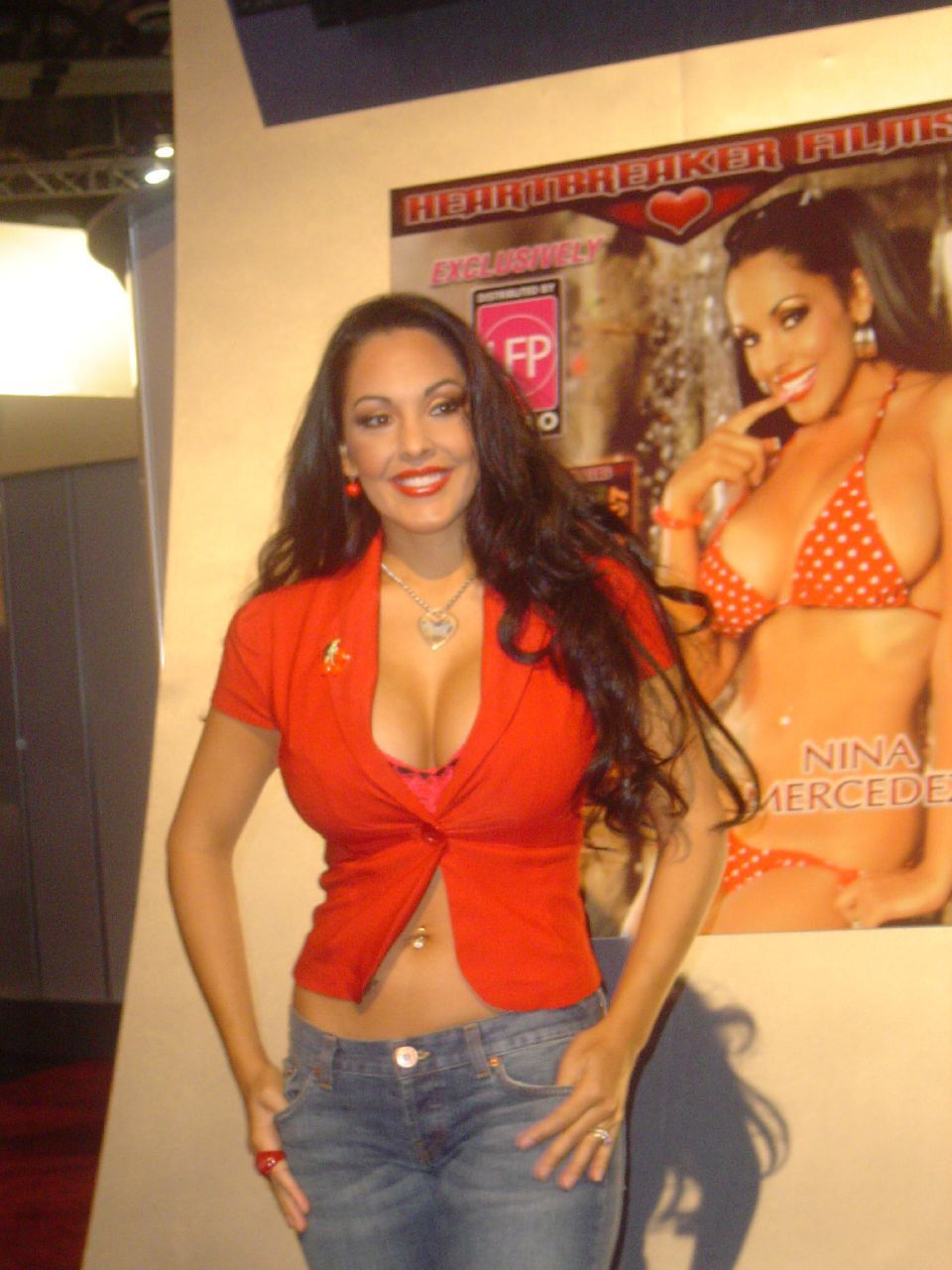 Description Nina Mercedez