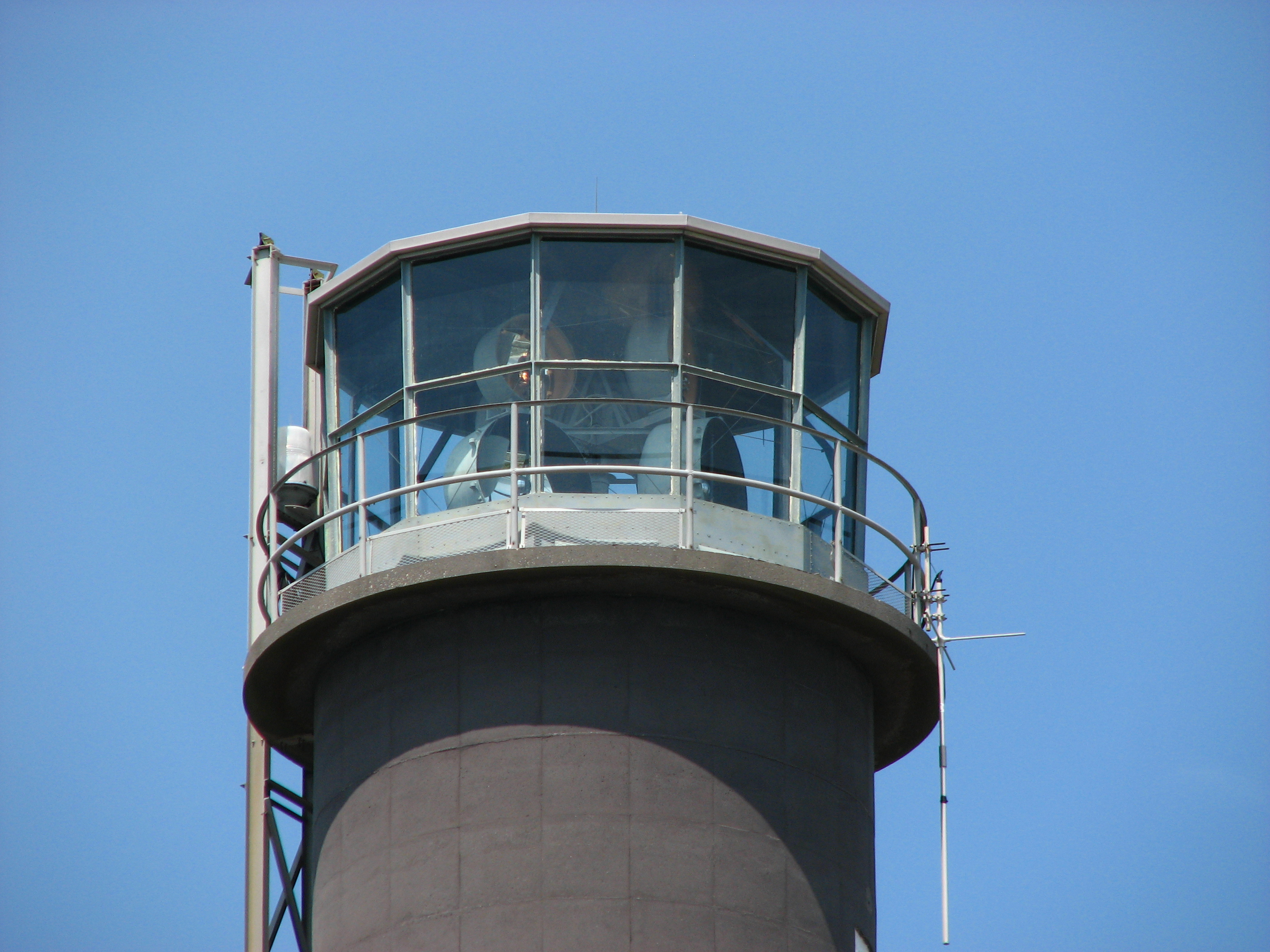 Oak_island_lighthouse_top_nc